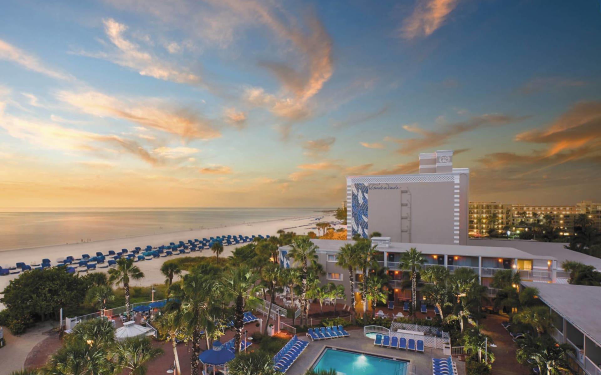 Tradewinds Island Grand Beach Resort in St. Pete Beach: exterior tradewinds island grand hotelansicht gartenanlage