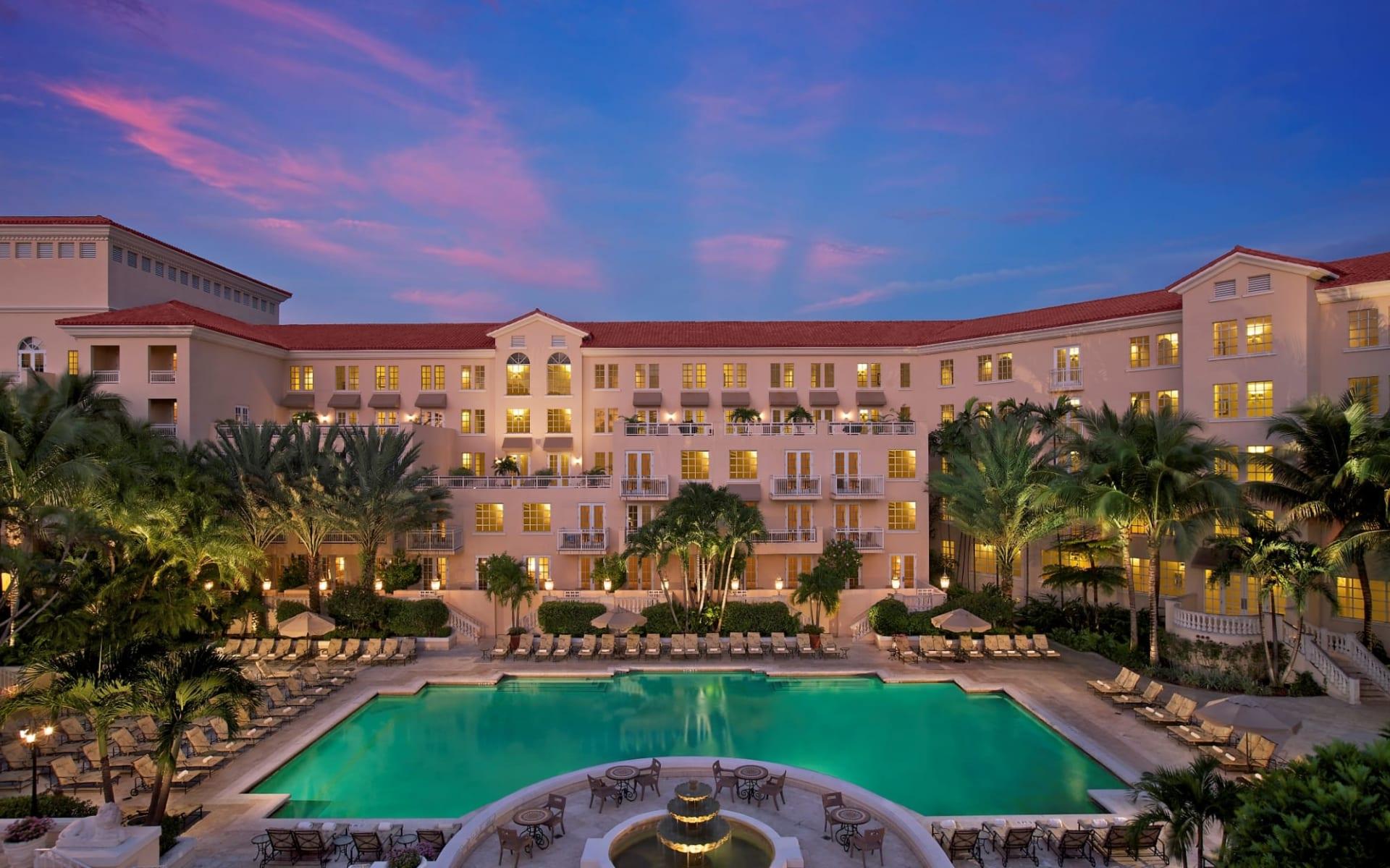 Golf Hotel JW Marriott Miami Turnberry Resort in Aventura: Turnberry Isle Resort & Club - Sicht auf Pool und Hotel