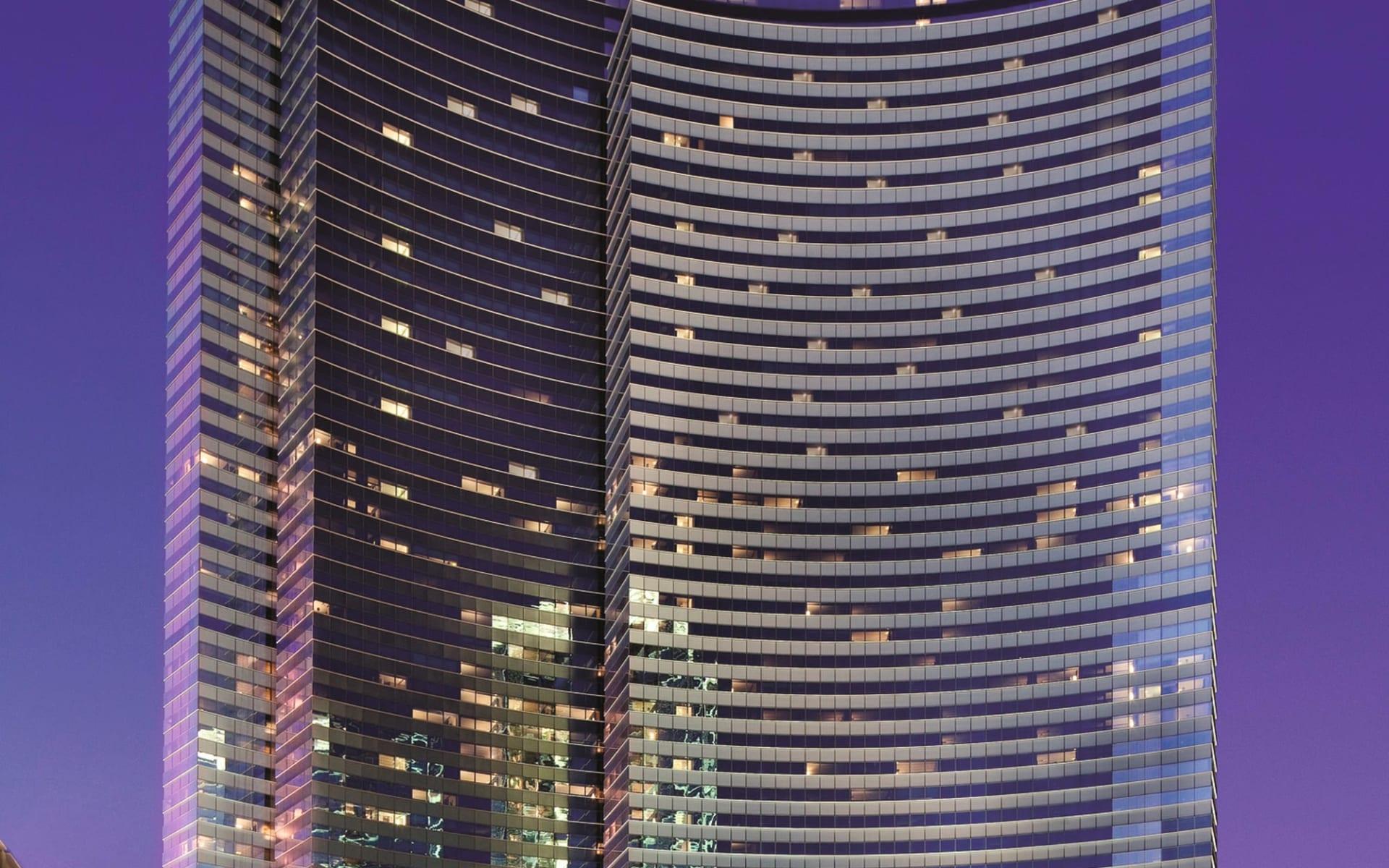 Vdara Hotel & Spa in Las Vegas:  Vdara - Aussenansicht bei Nacht