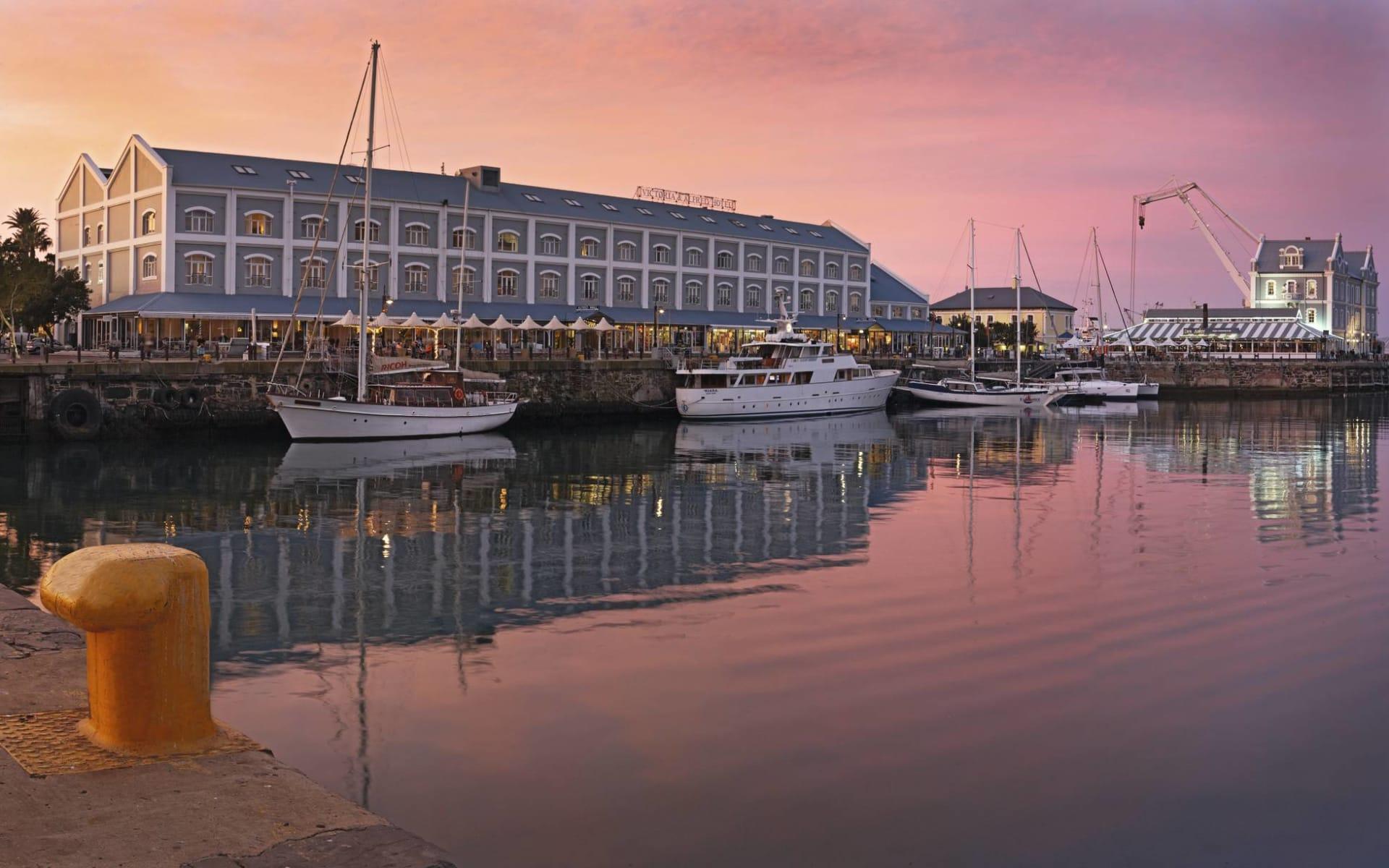 Victoria & Alfred Hotel in Kapstadt: exterior Victoria & Alfred - Aussenansicht mit Hafen