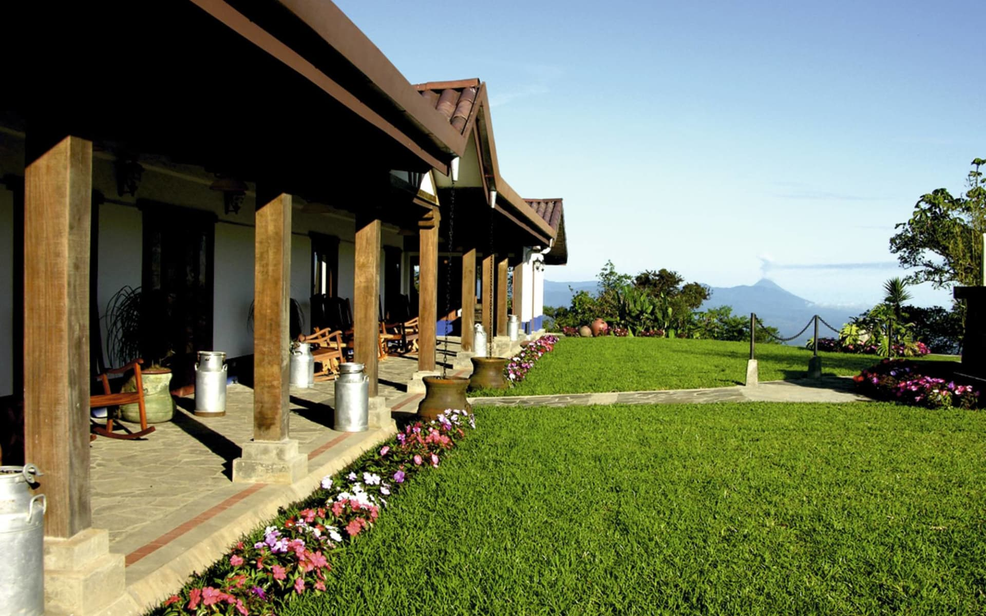 Villa Blanca Cloud Forest Hotel in San Ramon: exterior villa blanca cloudforest hotel garten