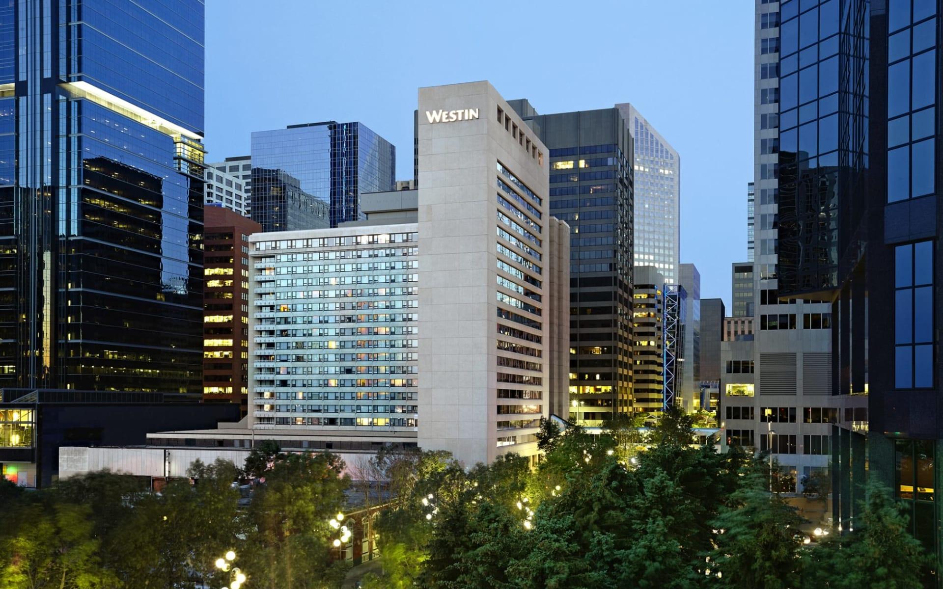 Westin Calgary: Exterior_Westin Calgary_Aussenansicht bei Nacht_Jonview