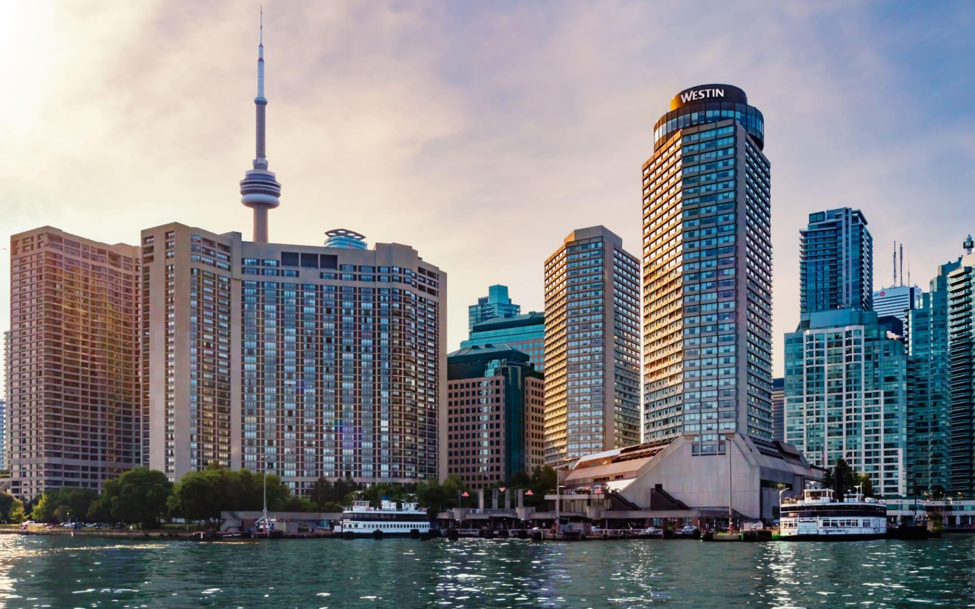 Westin Harbour Castle in Toronto: exterior_Westin Harbour Castle_FromLake
