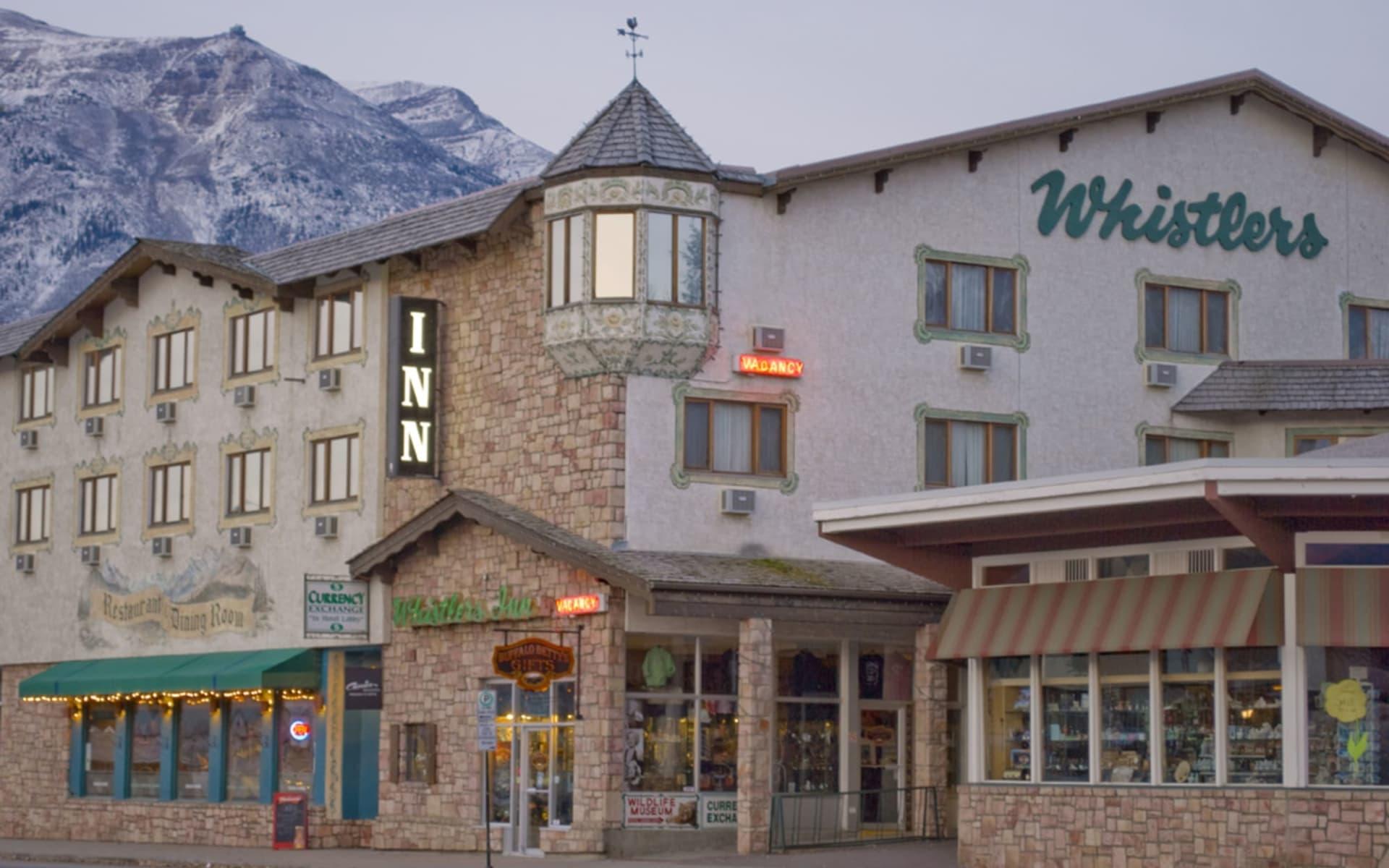 Whistler's Inn in Jasper:  Whistler's Inn_Summer