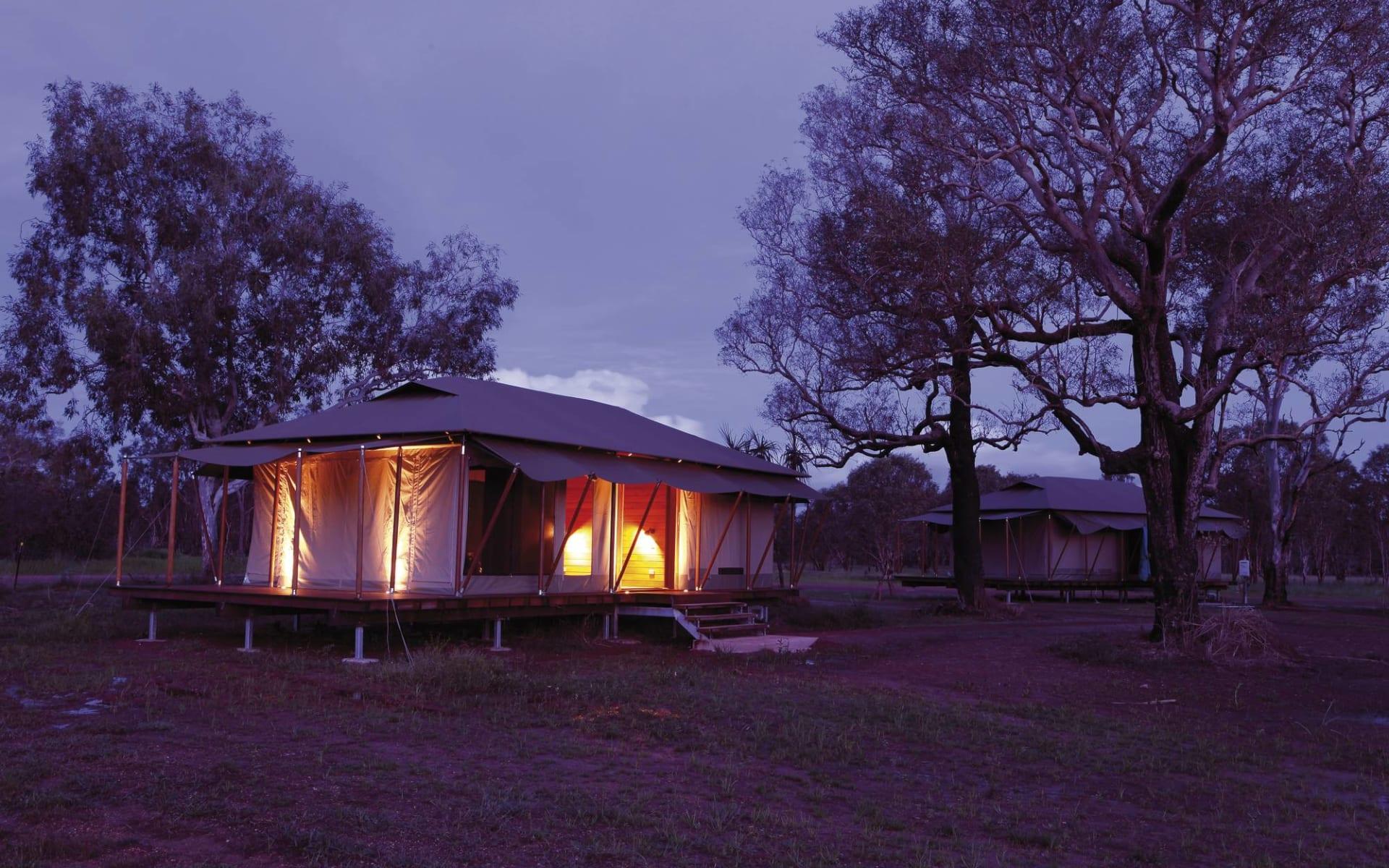 Wildman Wilderness Lodge in Mary River:  Wildman Wilderness - Lodge Zelt von aussen