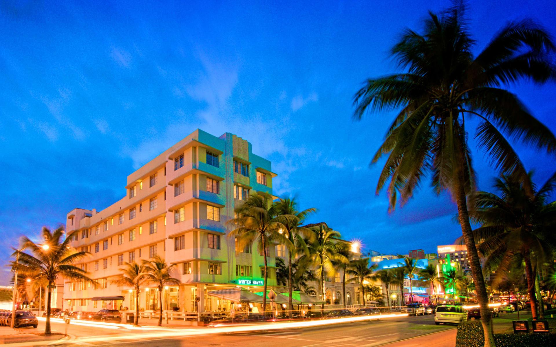 Winter Haven in Miami Beach:  Winterhaven - Hotelfassade von aussen am Abend