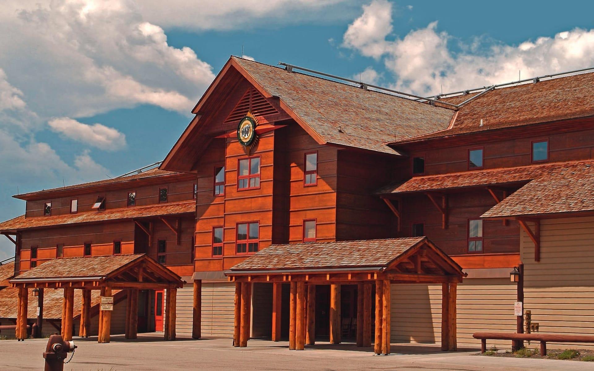 Old Faithful Snow Lodge in Yellowstone National Park: exterior wyoming yellowstone nationalpark lodge