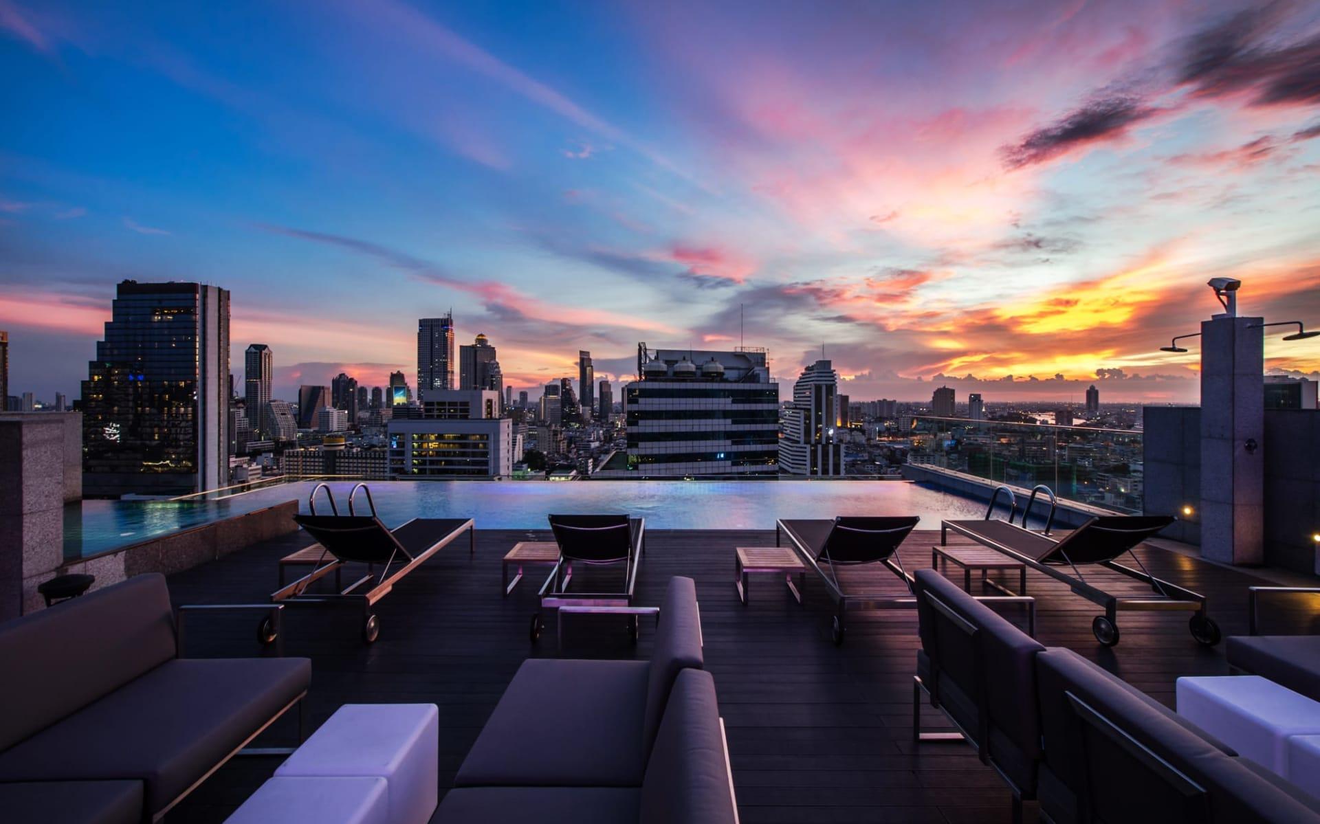 Amara Bangkok: Rooftop bar AkaAza