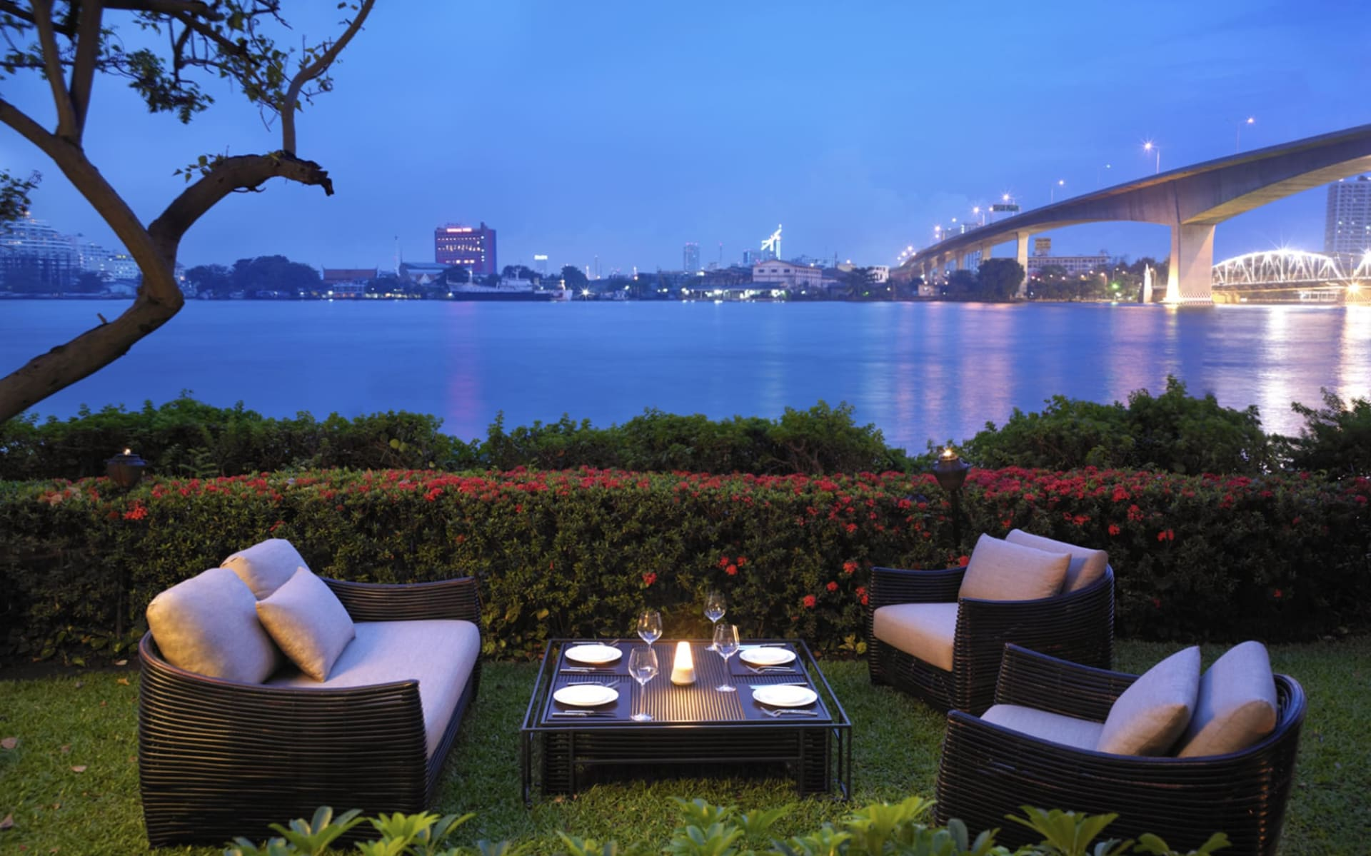Anantara Riverside Bangkok Resort: Trader Vic's Garden