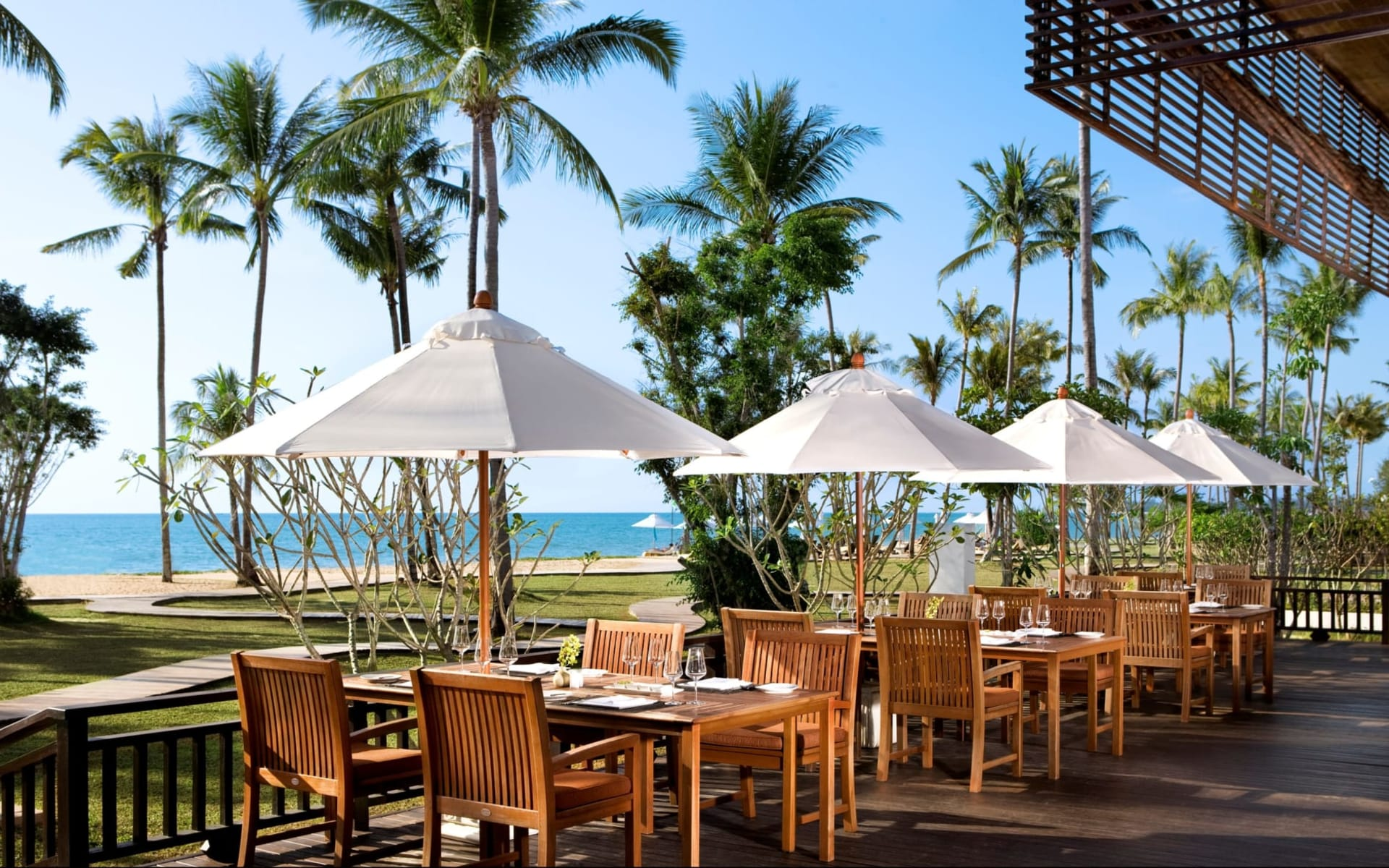 JW Marriott Khao Lak Resort & Spa: Waterfront International Restaurant