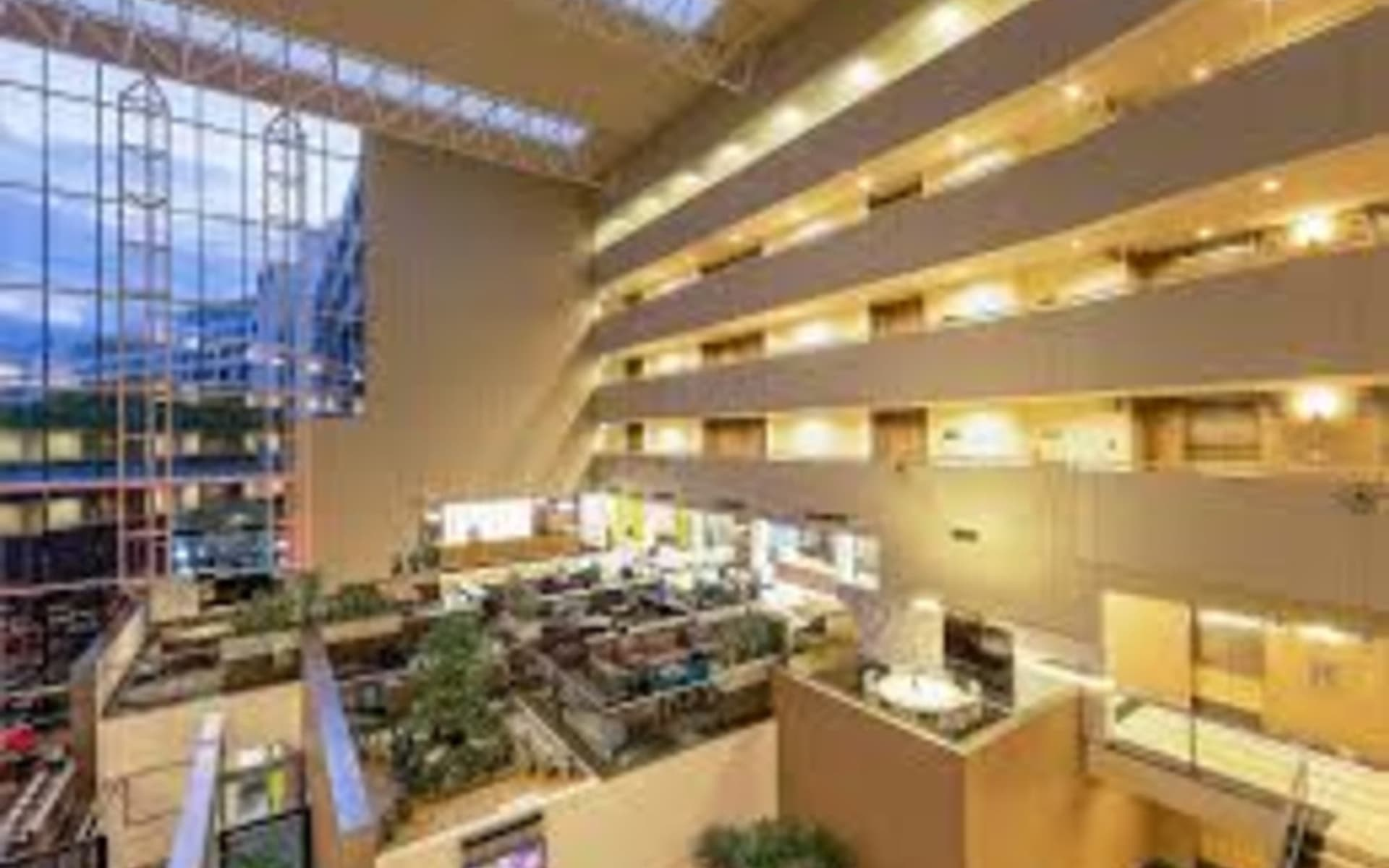 Crowne Plaza Hotel in Canberra:  Crowne Plaza Canberra - Lobby