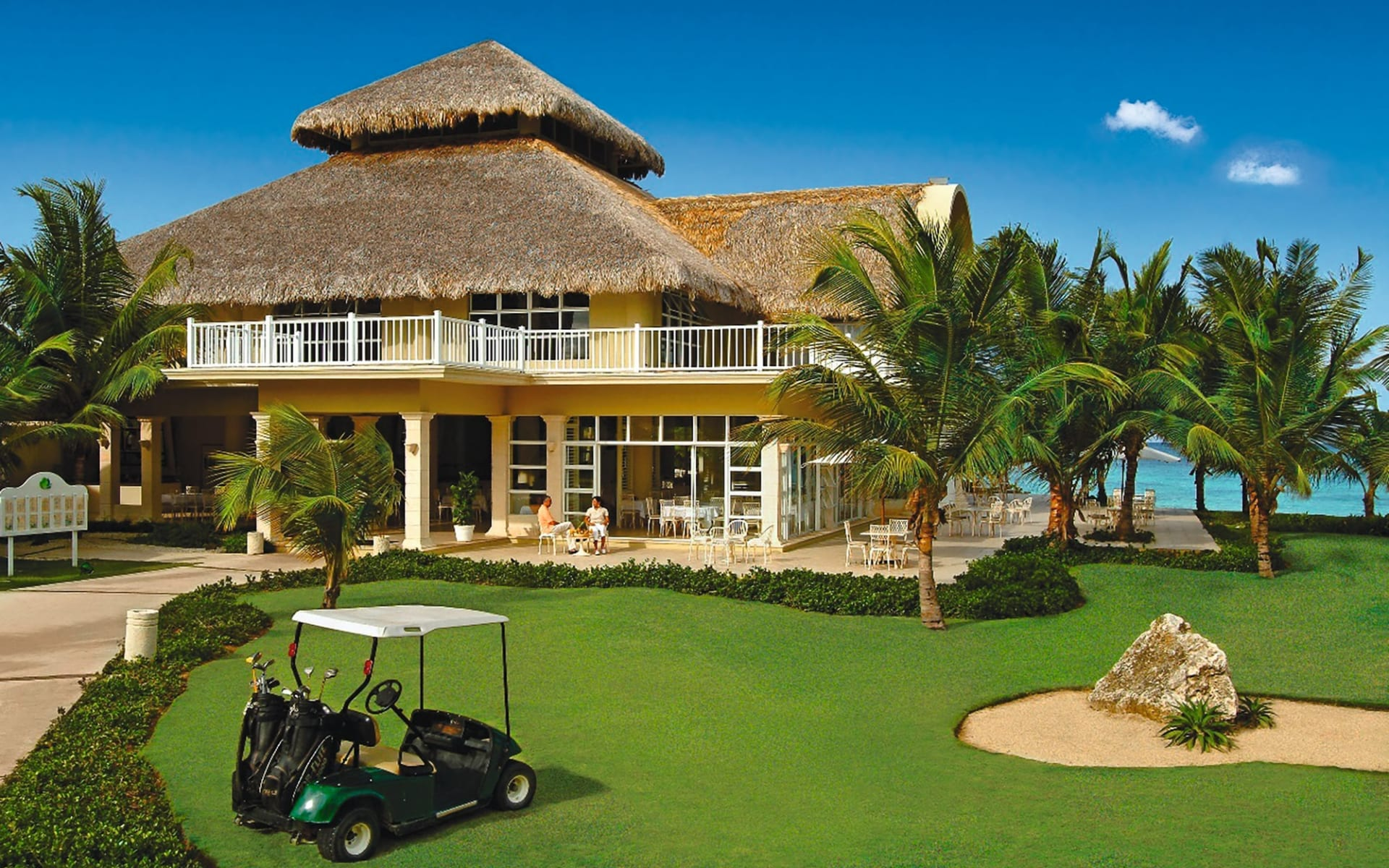Tortuga Bay Resort in Punta Cana:  Exterior Tortuga Bay - Restaurant and lobby building c Hotel