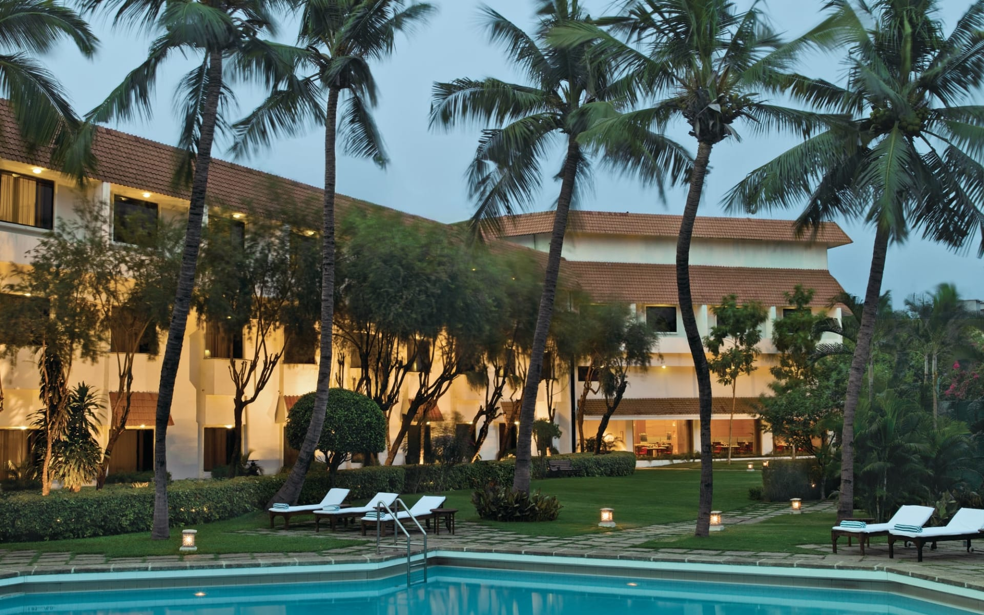 Trident in Chennai: Exterior with pool