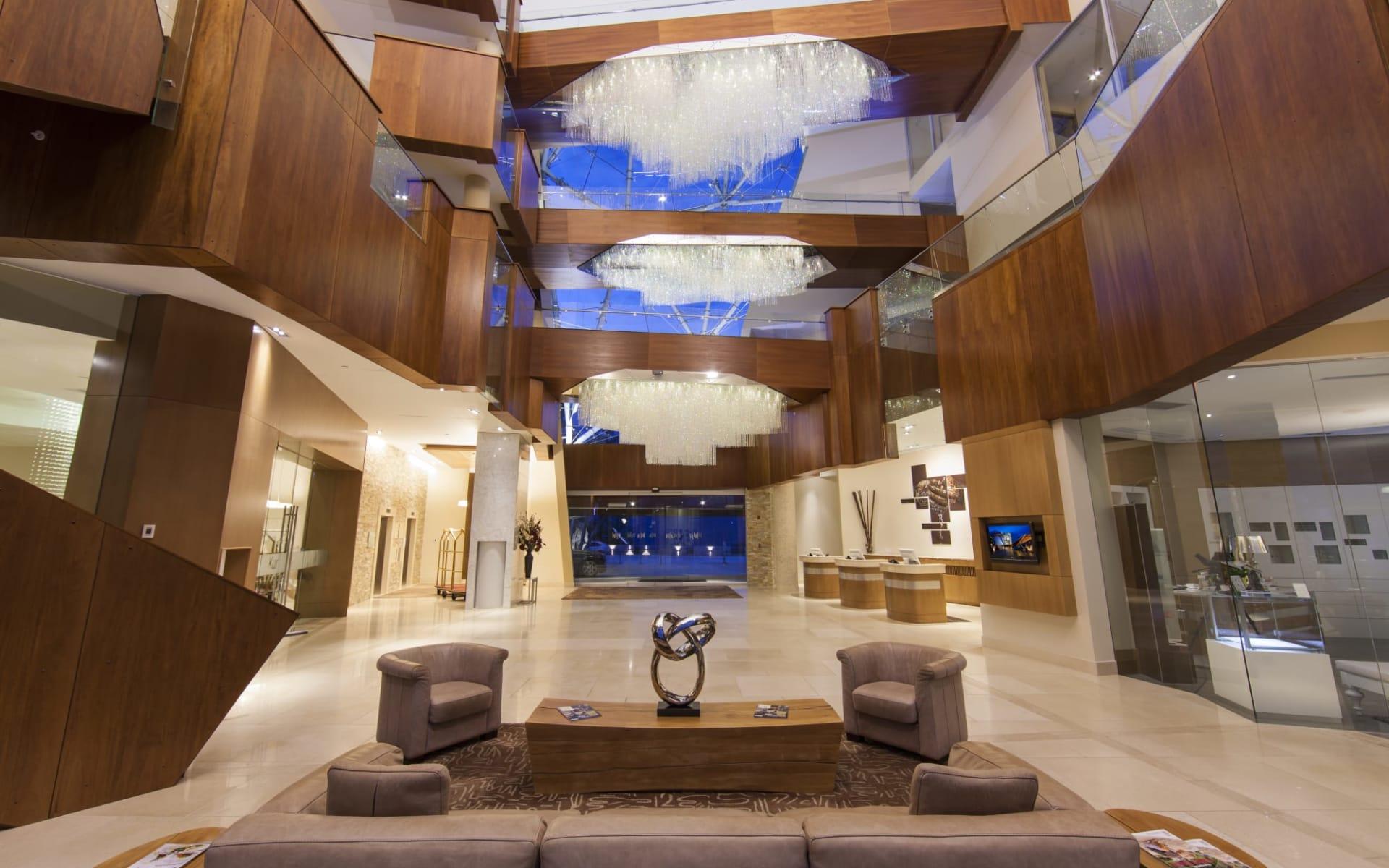 Sparkling Hill Wellness- & Spa Resort in Vernon:  facilities_Sparkling Hill Wellness & Spa Resort_Lobby