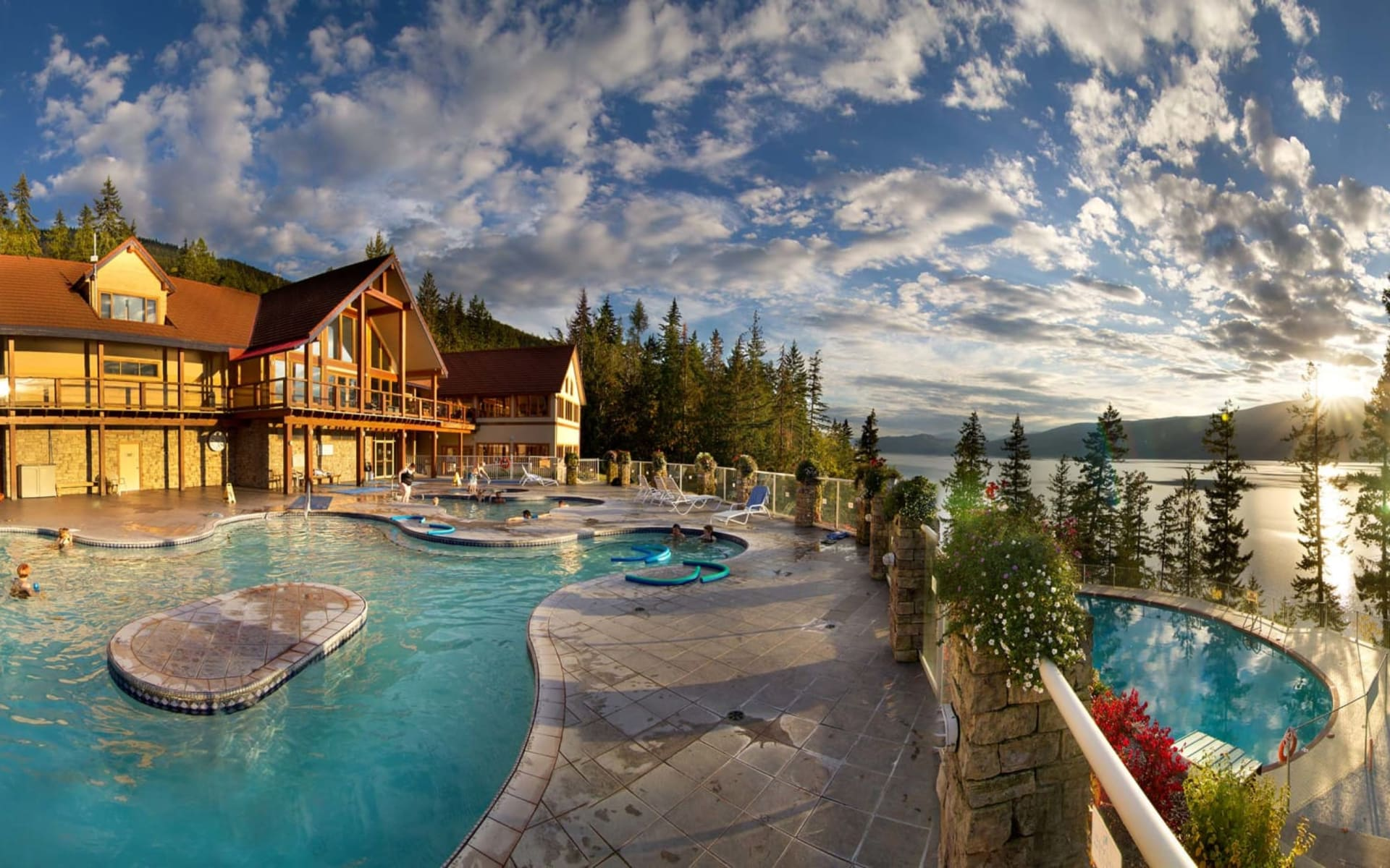 Halcyon Hot Springs Resort in Nakusp: Facilities_Halcyon Hot Springs Resort_Pool_Jonview