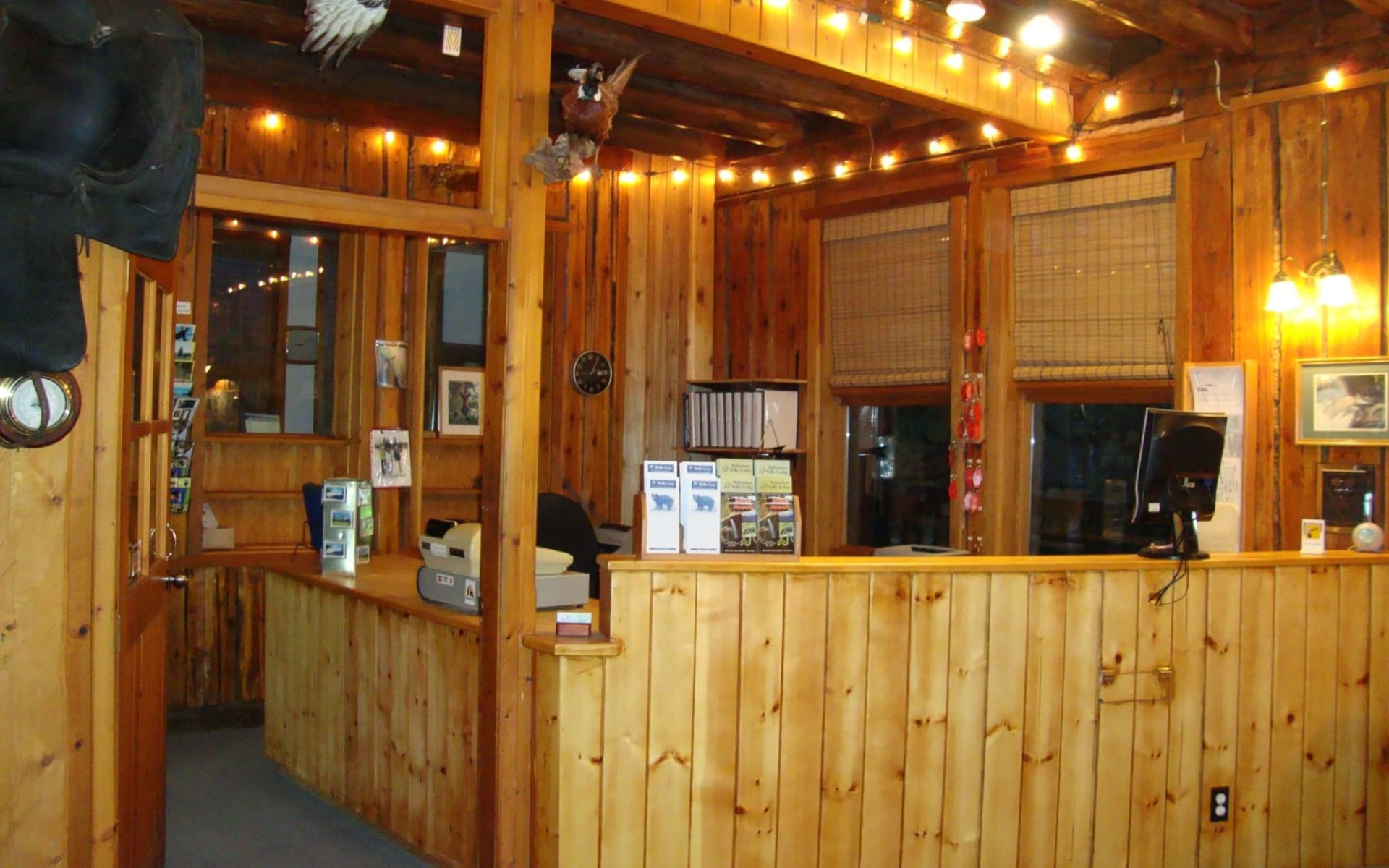 Helmcken Falls Lodge in Clearwater:  HelmckenFallsLodge_FrontDesk