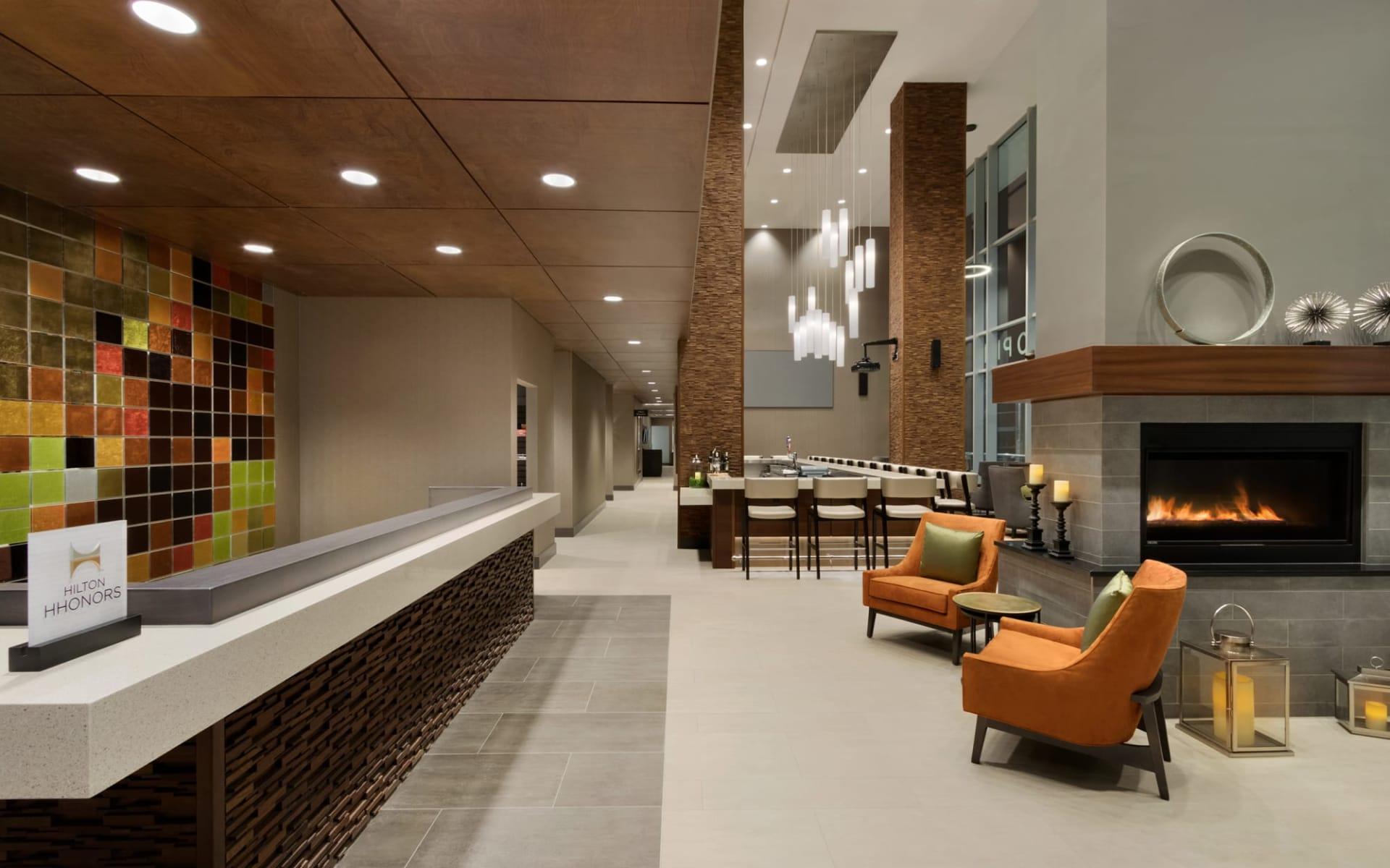 Hilton Garden Inn Calgary Downtown: Facilities_Hilton Garden Inn YYC Downtown_Lobby_Jonview