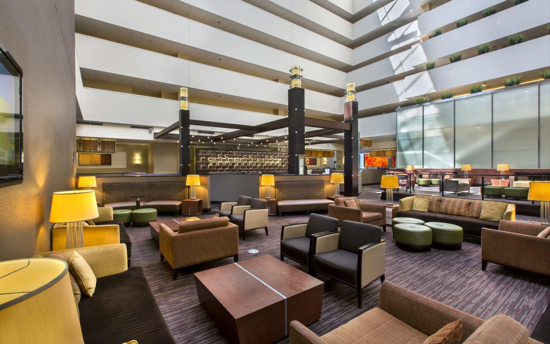 Holiday Inn Mart Plaza in Chicago:  Holiday Inn Mart Plaza - Hotellobby