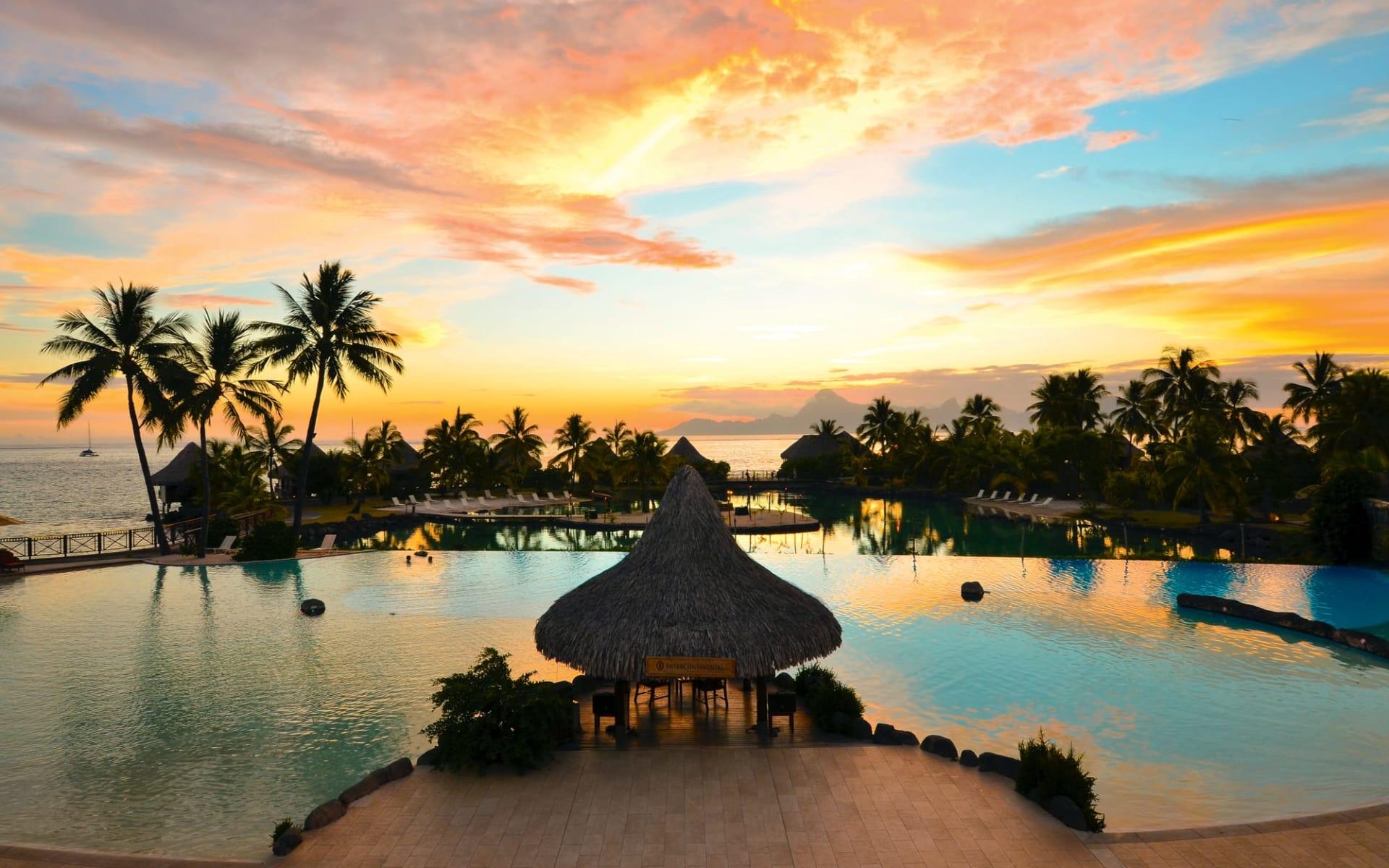 InterContinental Tahiti Resort in Papeete - Faa'a: InterContinental Tahiti Resort - Tiare Restaurant mit Sicht auf Pool