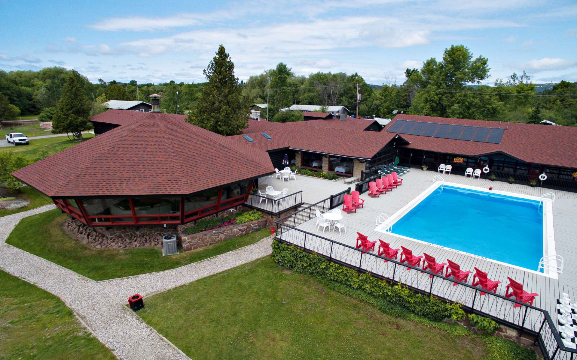 Killarney Mountain Lodge: Facilities_Killarney Mountain Lodge_Carousel Bar & Pool_Jonview