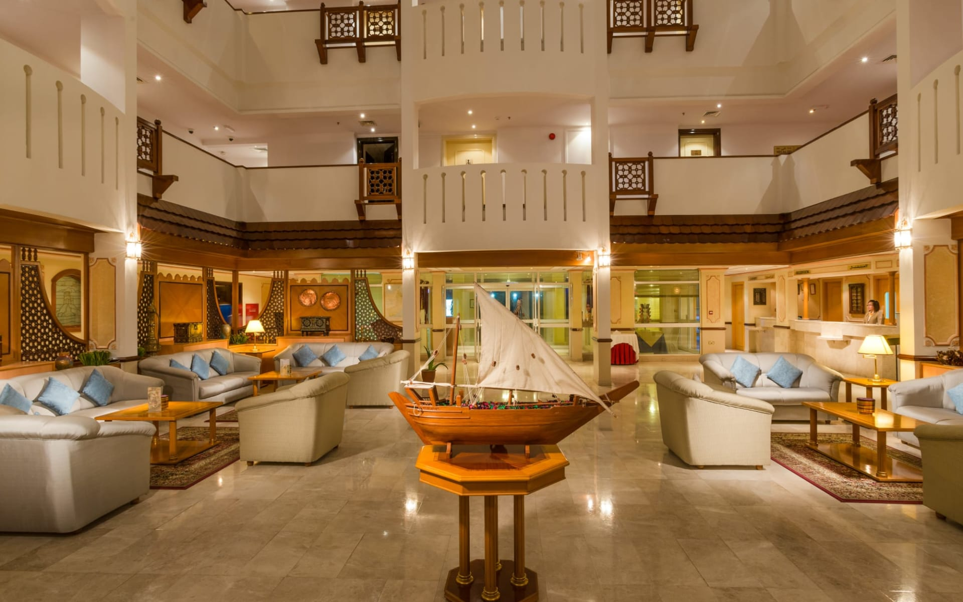 Sur Plaza Hotel: Lobby