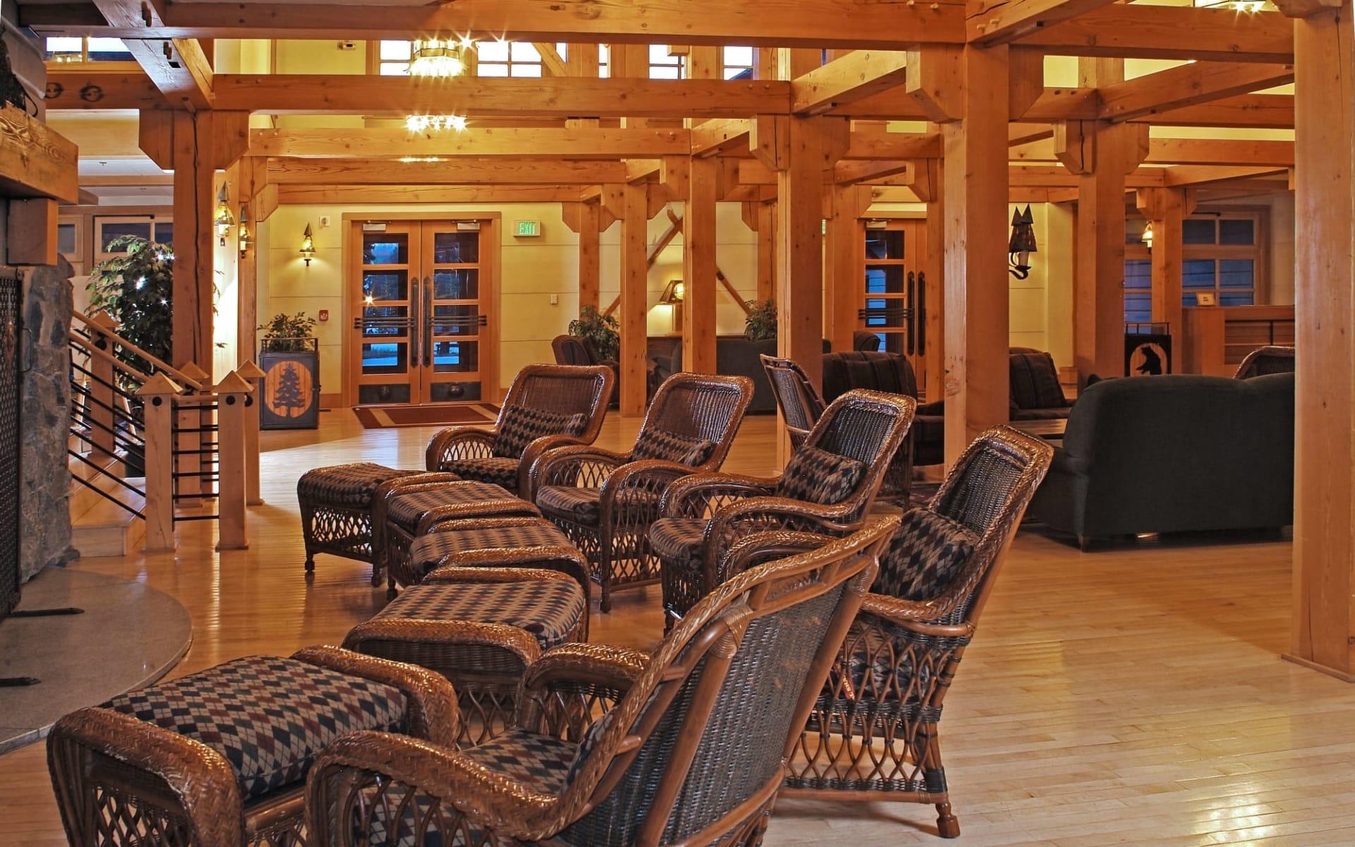 Old Faithful Snow Lodge in Yellowstone National Park: Old Faithful Snow Lodge - Hotel Lobby