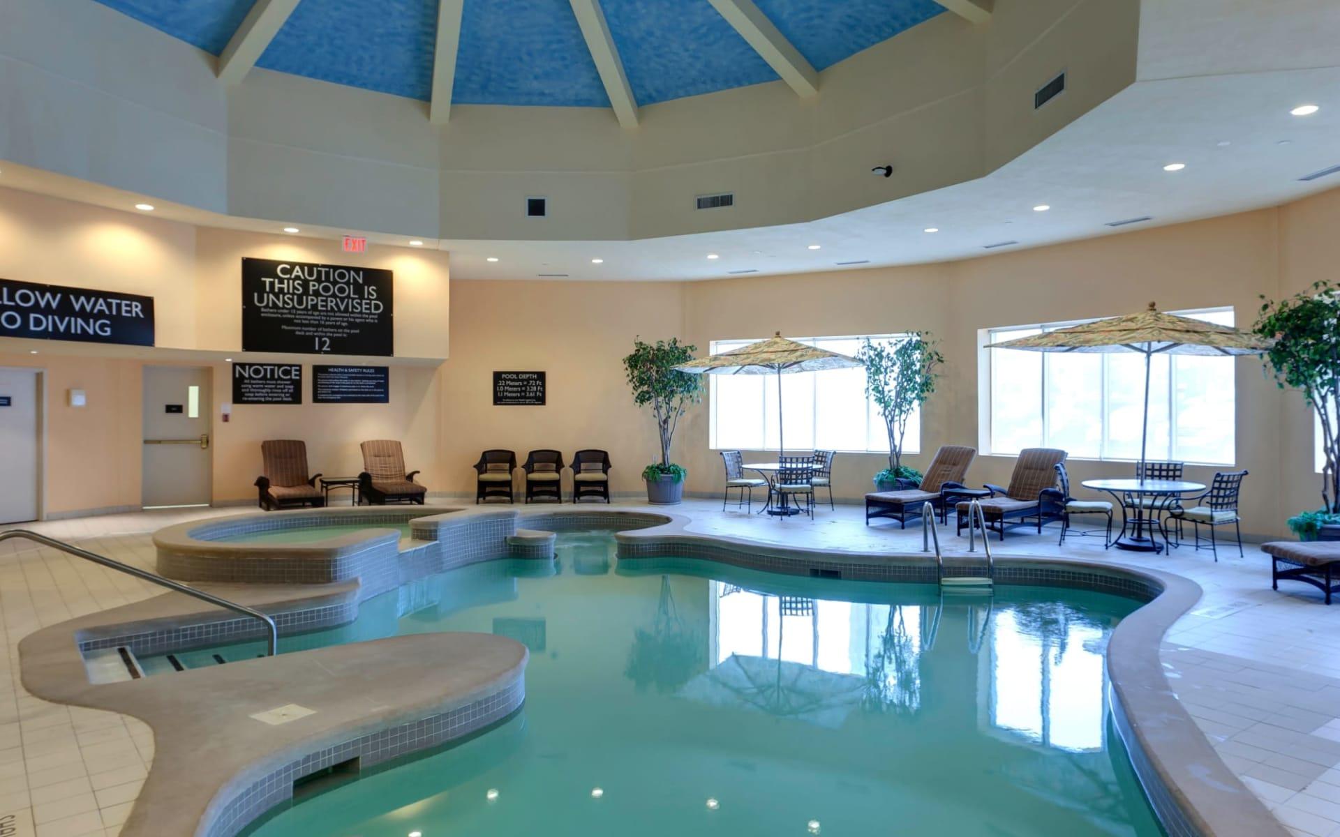 Radisson Hotel & Suites Fallsview in Niagara Falls: facilities_Radisson Hotel & Suites Fallsview_Pool