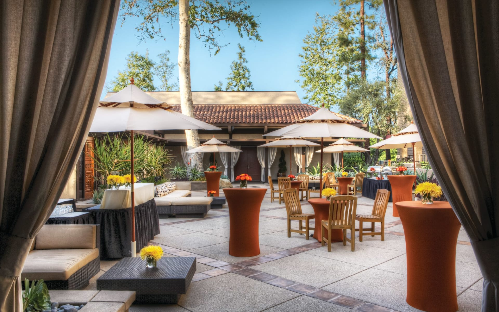 The Garland in Hollywood:  The Garland - Courtyard