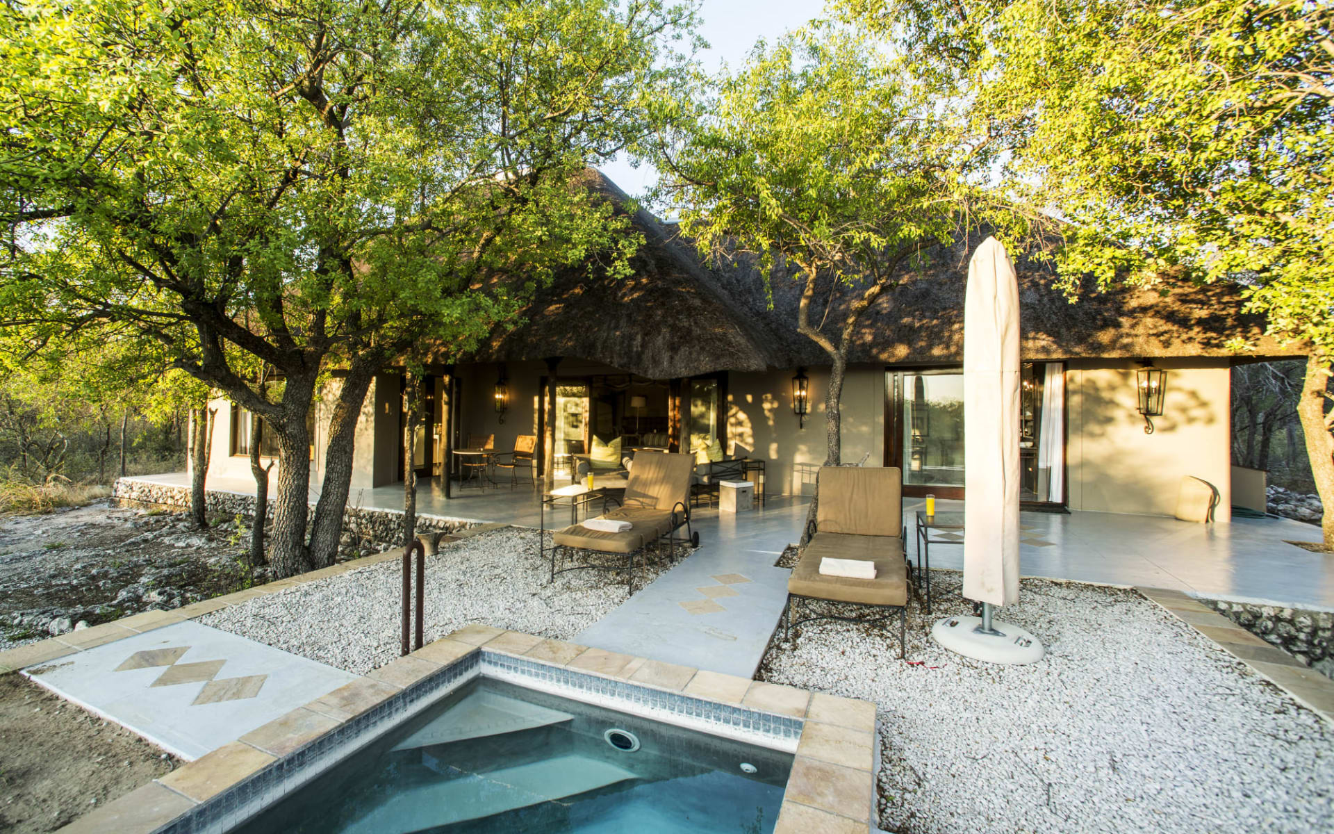 Villa Mushara in Etosha Nationalpark: facilities Villa Mushara - Terrasse mit Planschpool