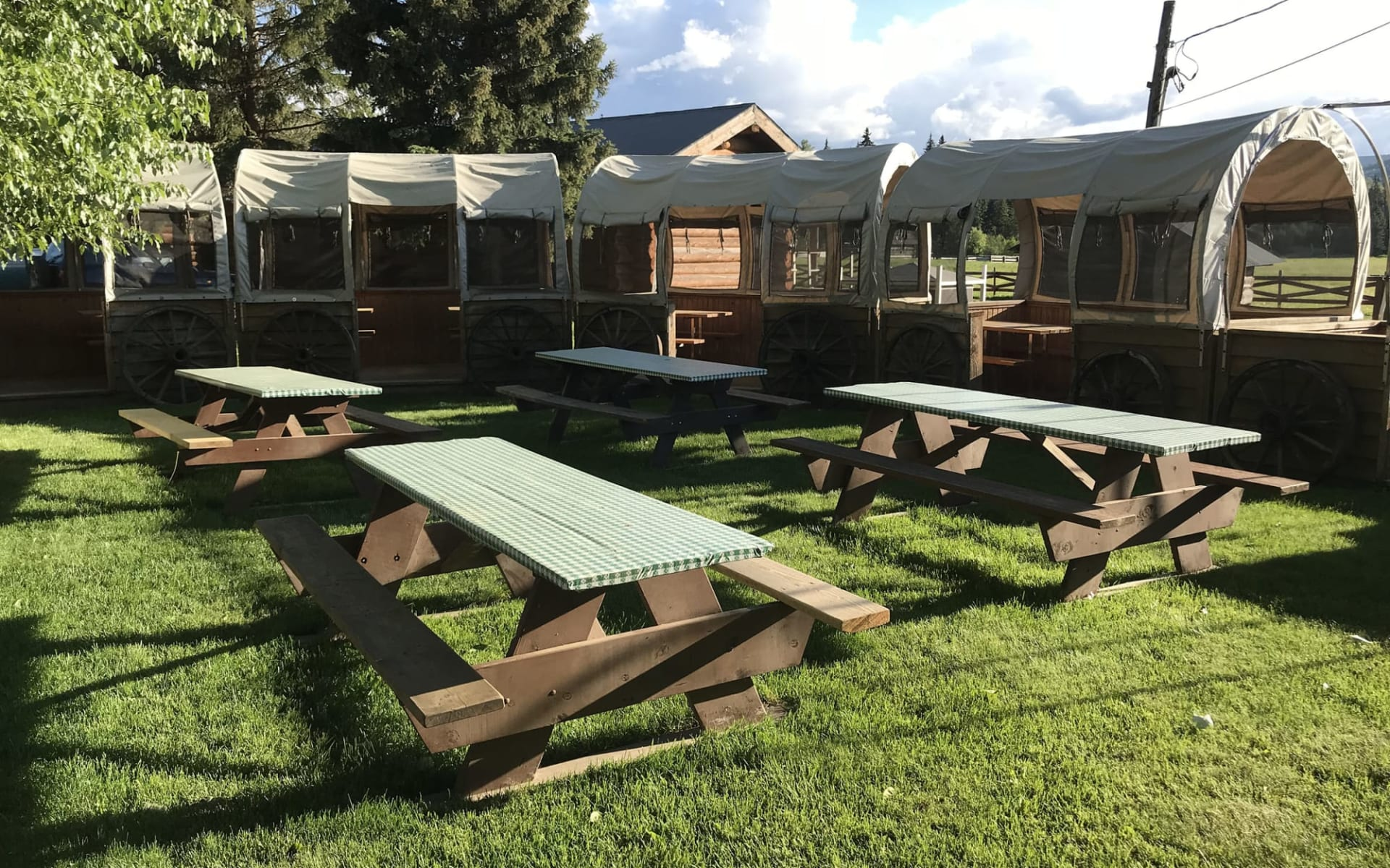Wells Gray Guest Ranch in Clearwater: Facilities_Wells Gray Guest Ranch_Picnic Area_Jonview