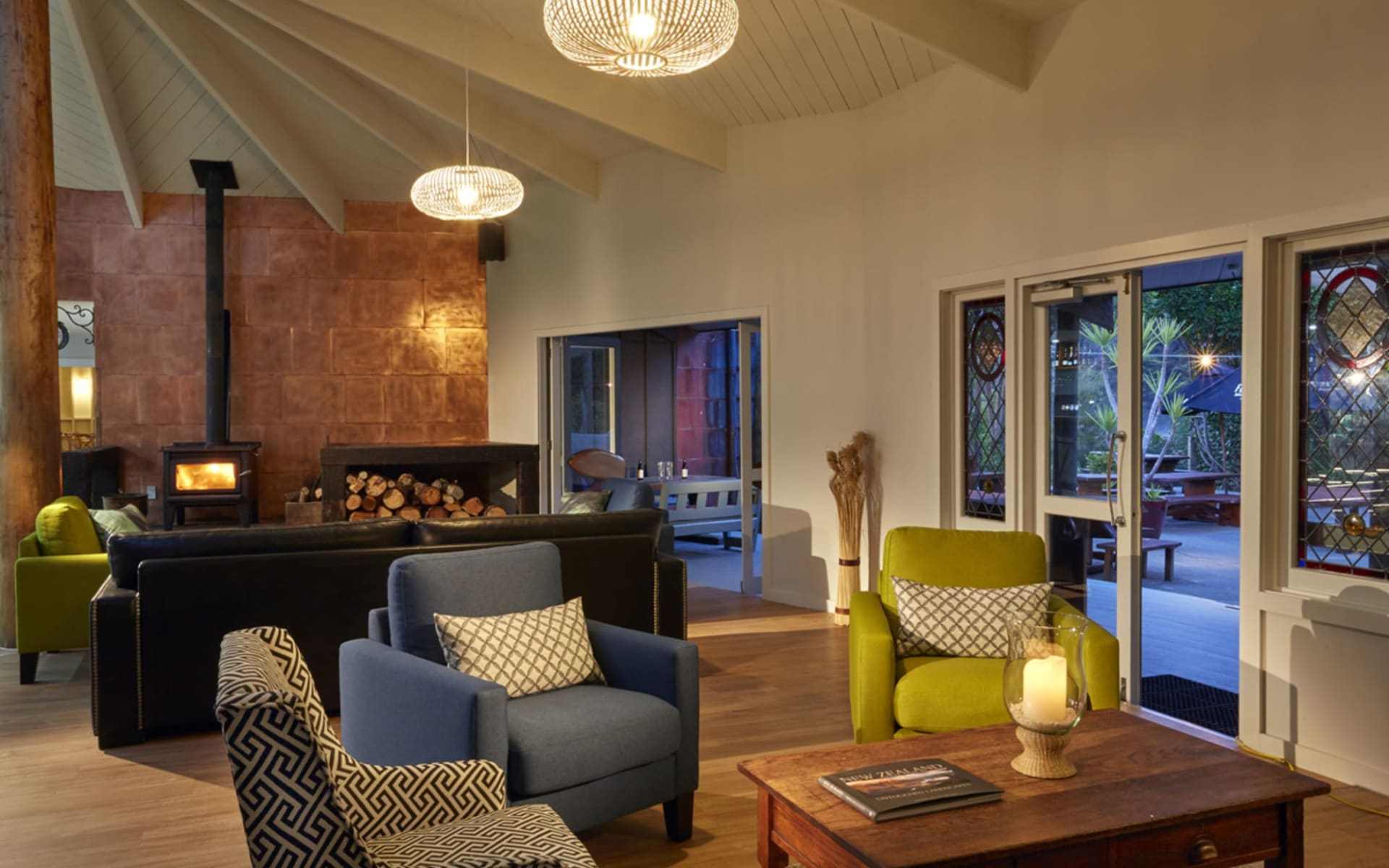 Awaroa Lodge in Abel Tasman: facilties: Awaroa Lodge - Lounge