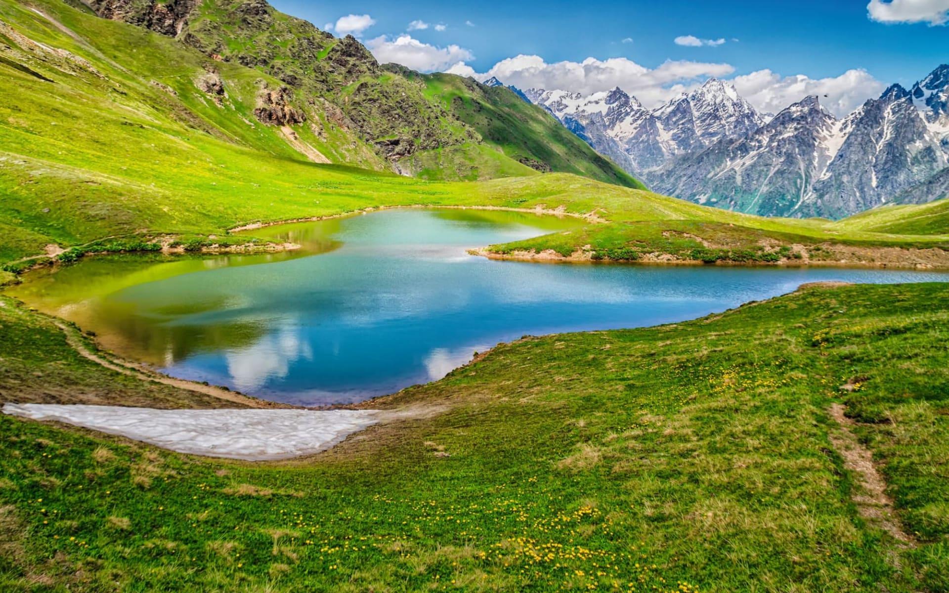 Wandererlebnis Swanetien ab Tiflis: GE_Koruldi Lake_shutterstock_1062622982_Milosz Maslanka