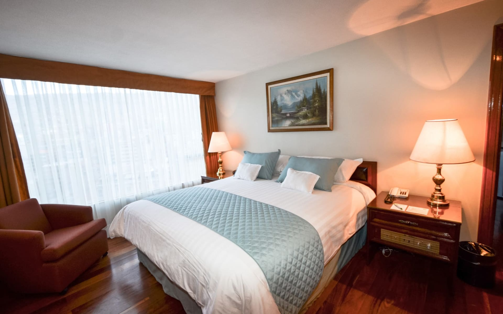 Hotel Presidente in La Paz: Habiacion piso madera