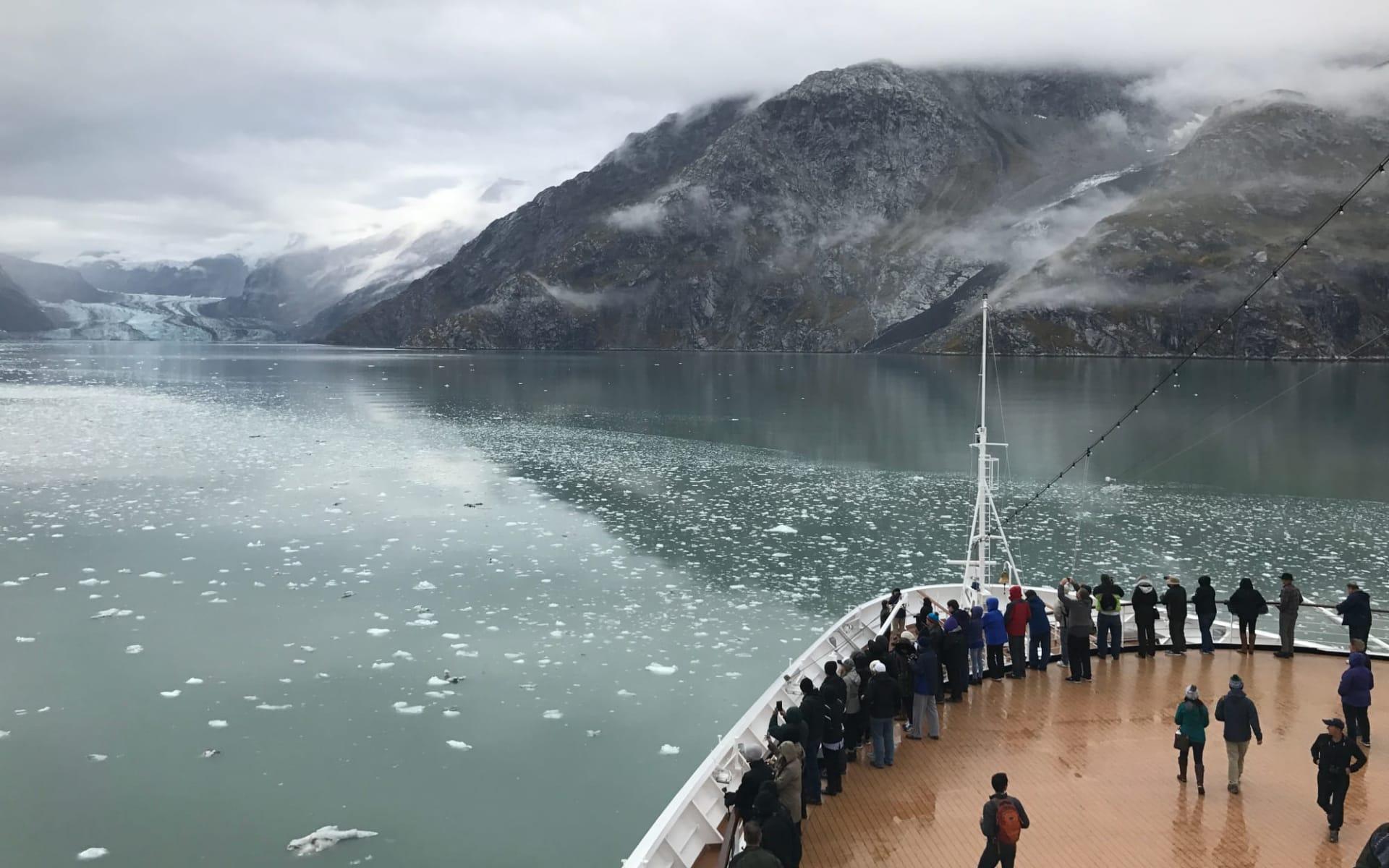 Magische Inside Passage mit Holland America Line ab Vancouver: HAL_EUDM_BowDeck_GlacierBay_DJB17_1970