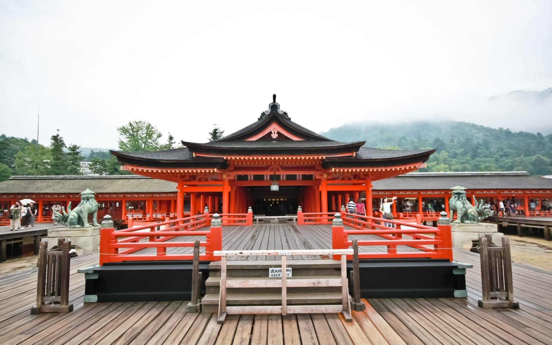 Kontrastreiches Japan ab Tokio: Hiroshima: Itsukusima shrine miyajima island