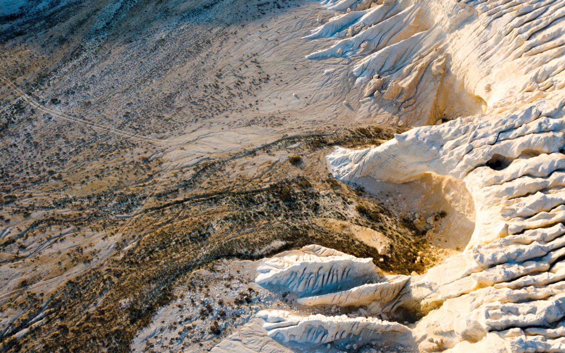 Einmalige Salz-Landschaft im Westen Kasachstans ab Aktau: KA_Tuzbair_shutterstock_1468276658_Boris Rezvantsev