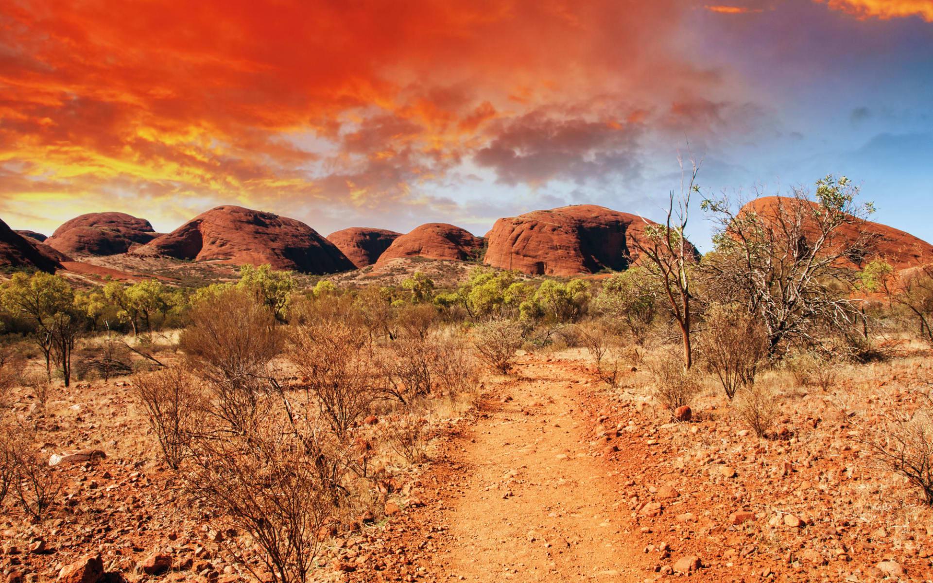 Uluru & Kata Tjuta Cultural Adventure (AAT Kings) ab Red Centre: Kata Tjuta - Rote Wolken