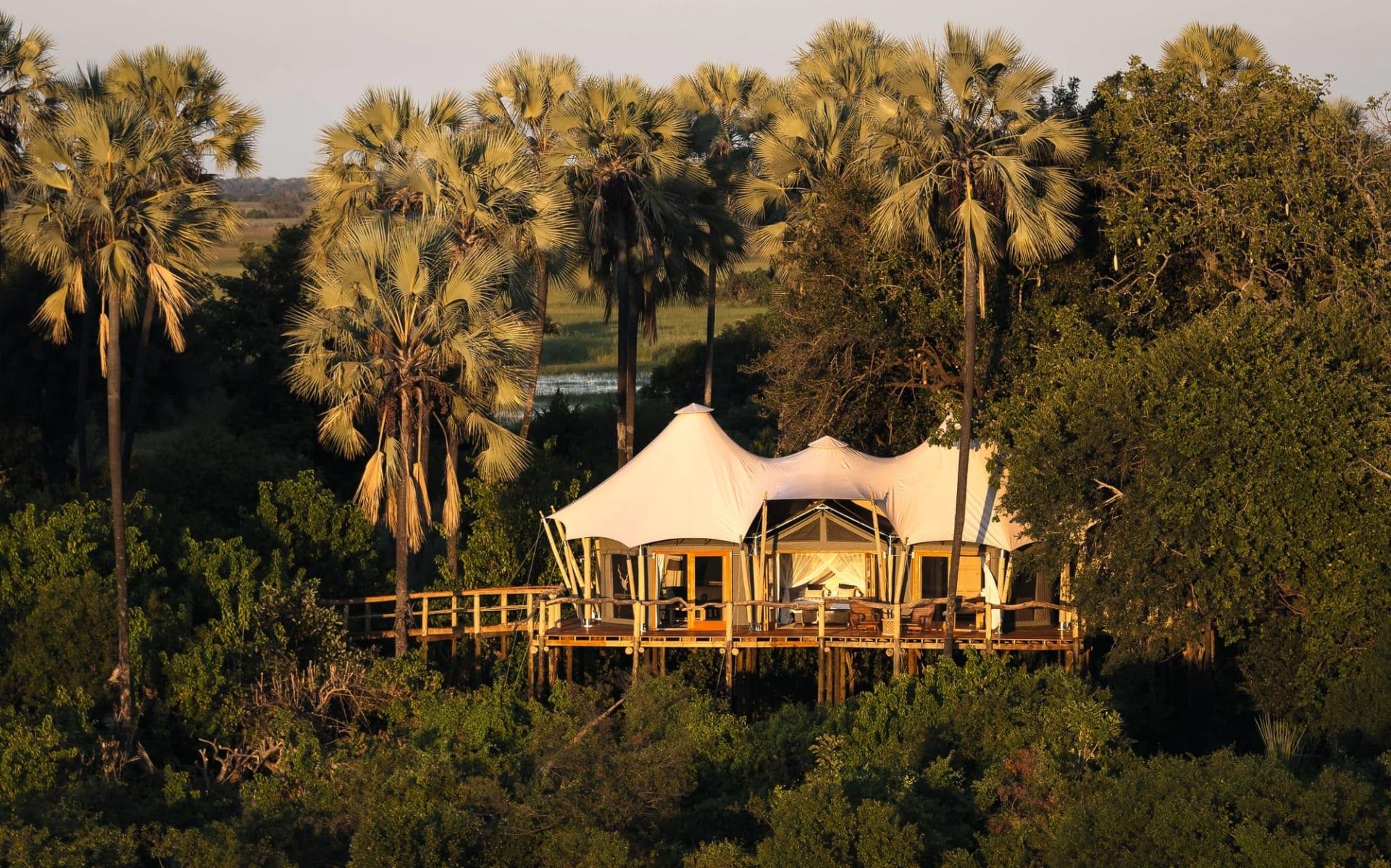 Kwetsani Camp in Okavango Delta: Kwetsani Camp - Zeltzimmer Aussenansicht c Wilderness Safaris