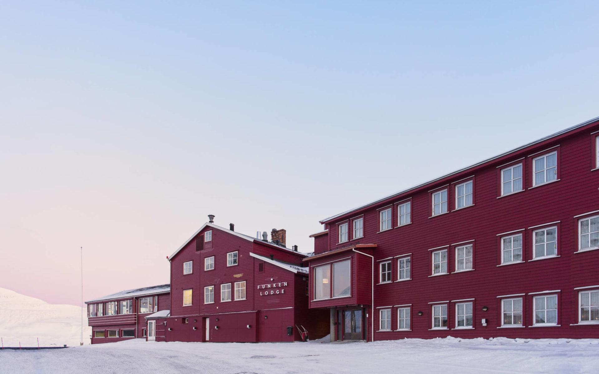 Funken Lodge in Longyearbyen: Longyearbyen, Funken Lodge aussen