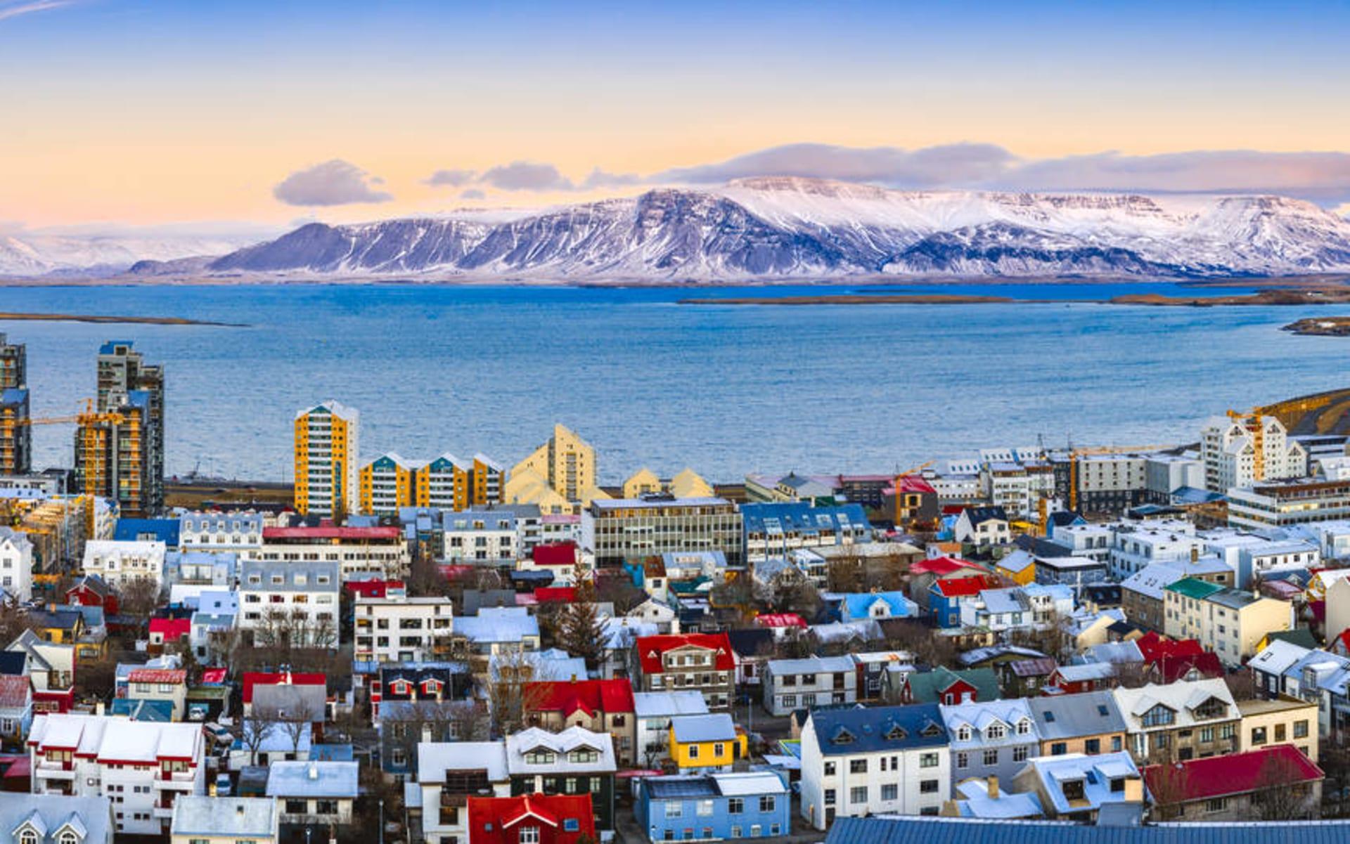 22 Hill in Reykjavik: Luftbild der Innenstadt Reykjavik bei Sonnenuntergang