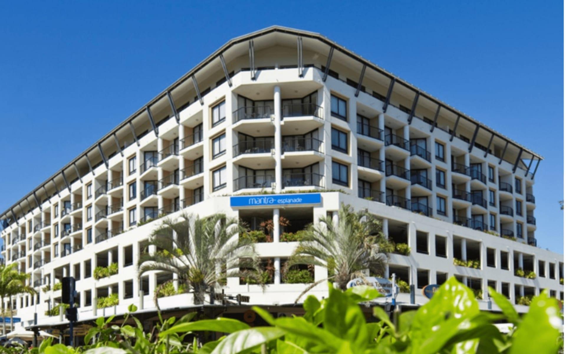 Mantra Esplanade in Cairns: Mantra Esplanade exterior