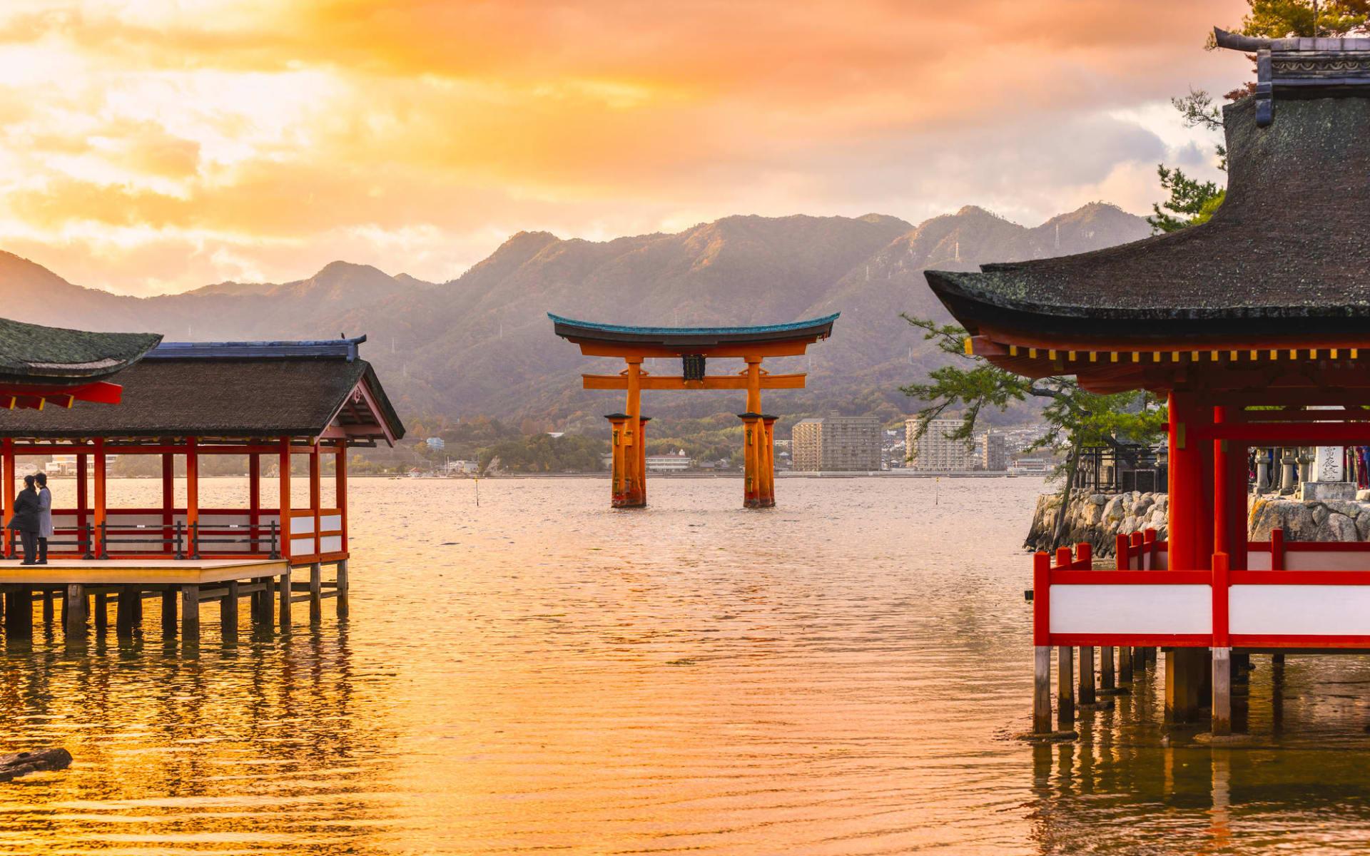 Entdeckungen im Westen Japans ab Osaka: Miyajima Tori Gate