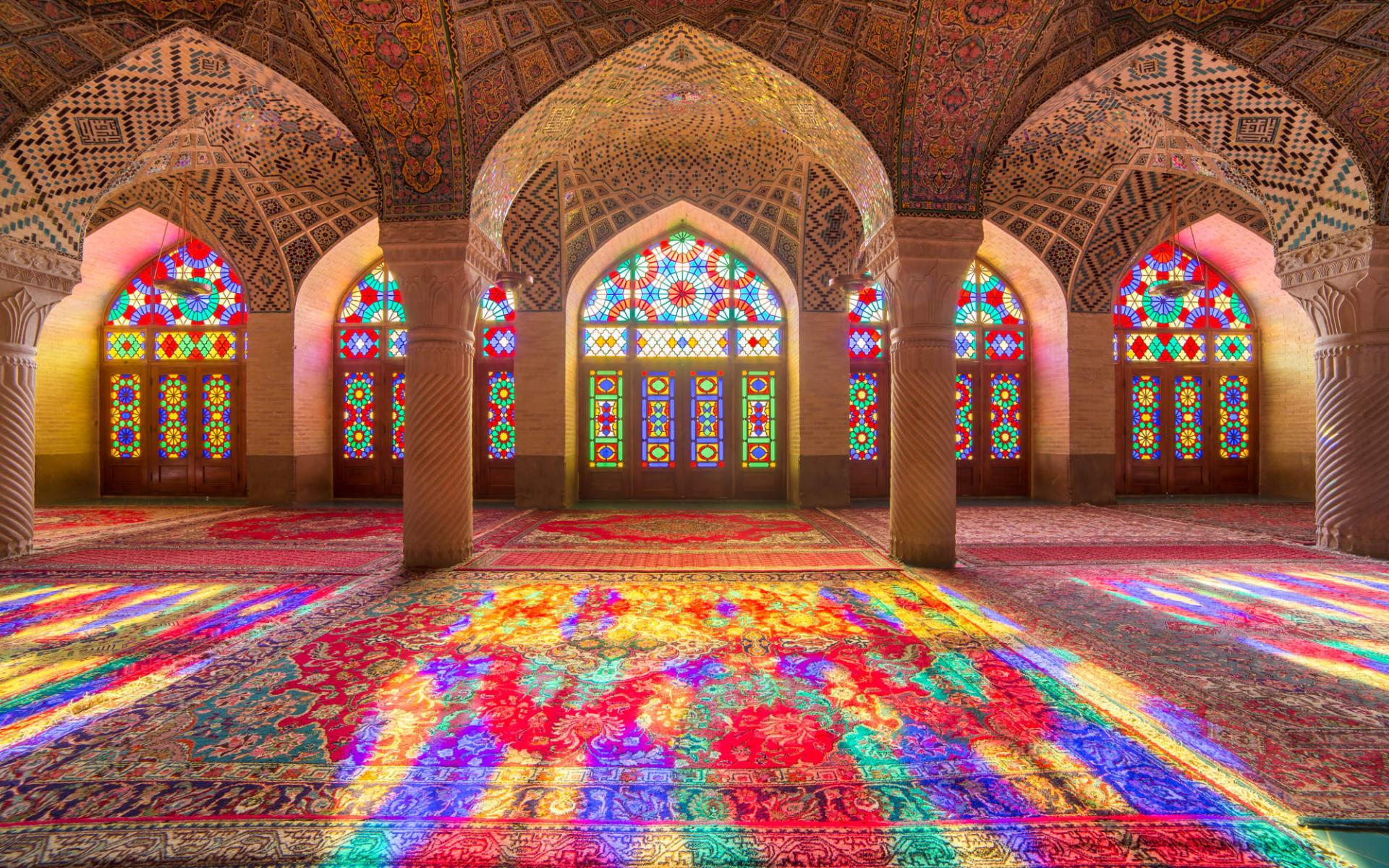 Persischer Golf - 3000 Jahre Handels- und Konfliktgeschichte ab Shiraz: Nasir Al-Mulk Mosque in Shiraz, Iran, also known as Pink Mosque