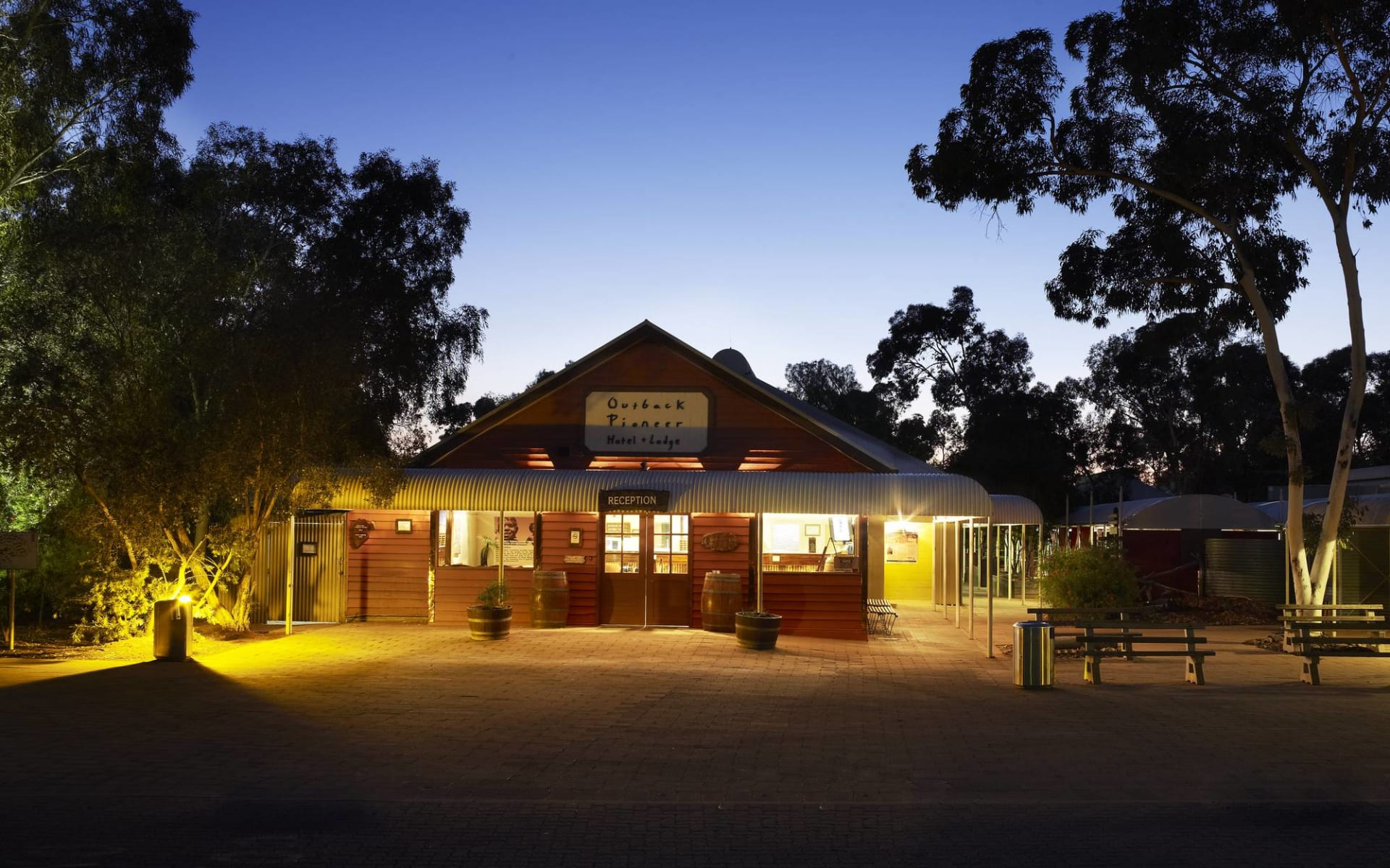 Outback Pioneer Hotel & Lodge in Ayers Rock - Yulara: Outback Pioneer exterior