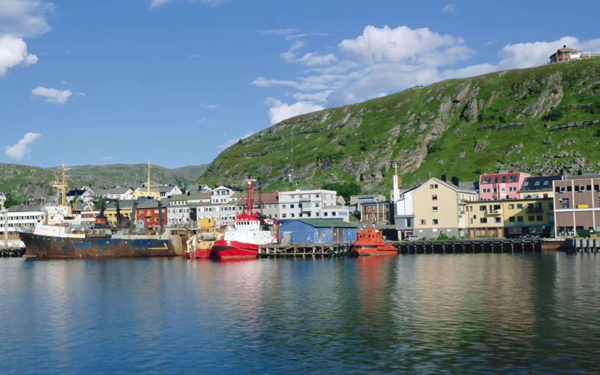 Scandic Kirkenes: Panoramasicht auf den Hafen der kleinen Stadt Kirkenes