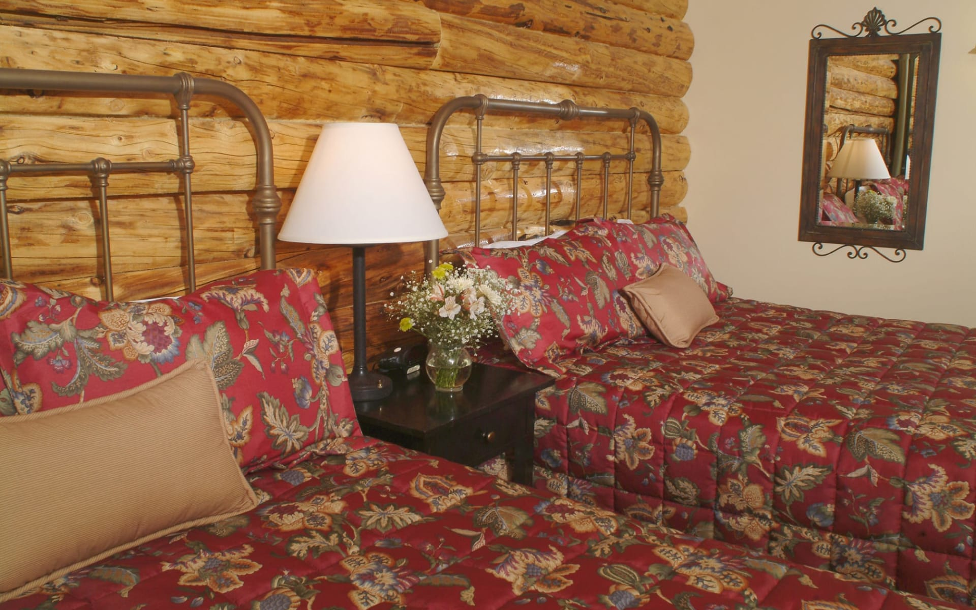 Pike's Waterfront Lodge in Fairbanks: pikes waterfront lodge cabin_022
