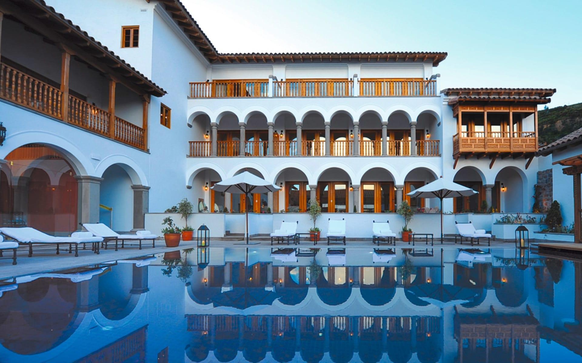 Belmond Palacio Nazarenas in Cuzco: pool Belmond Palacio Nazarenas Pool und Gebäude