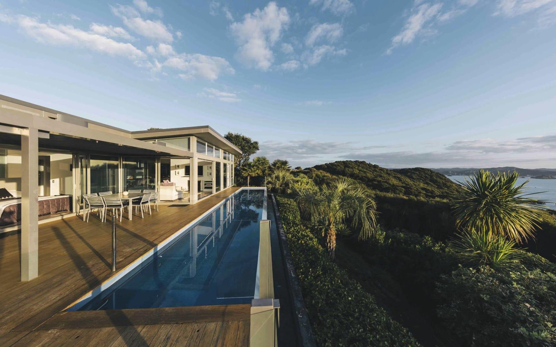 Eagles Nest in Russell: Exterior Eagles Spirit - Haus mit Pool von aussen mit Aussicht