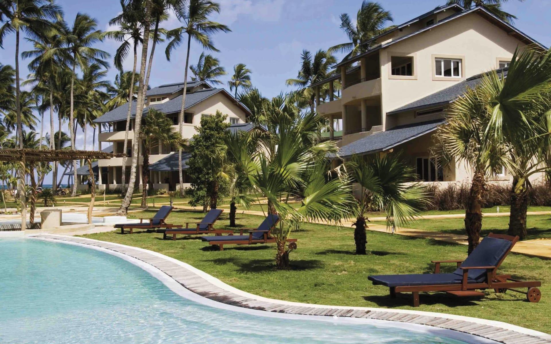 Hotel Alisei in Las Terrenas: pool hotel alisei wiese pool