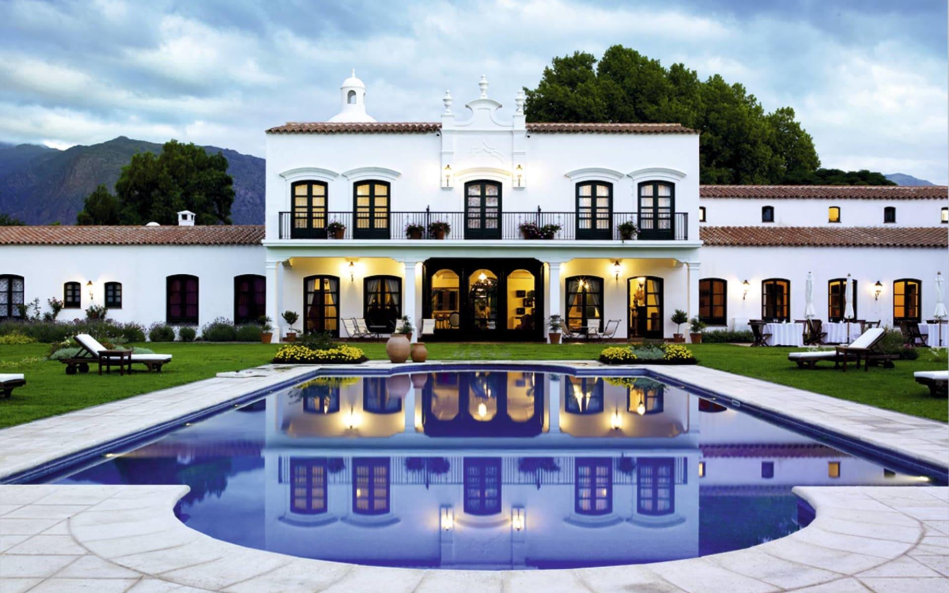 Patios de Cafayate: pool Hotel Patios de Cafayate Poolbereich mit Frontansicht Hotel